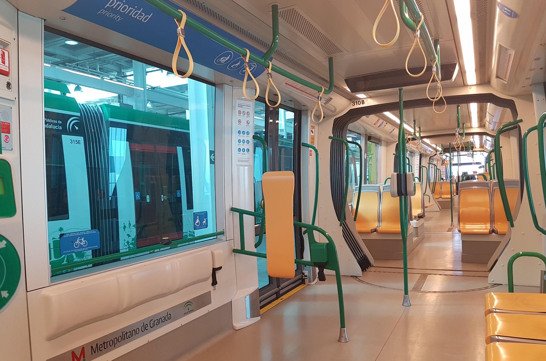 Todas las unidades se han completado con asideros y eliminación de asientos abatibles