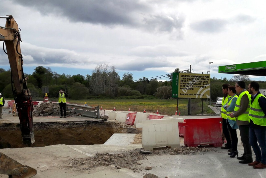 obras de mejora del drenaje transversal en la A-405 en La Almoraima.