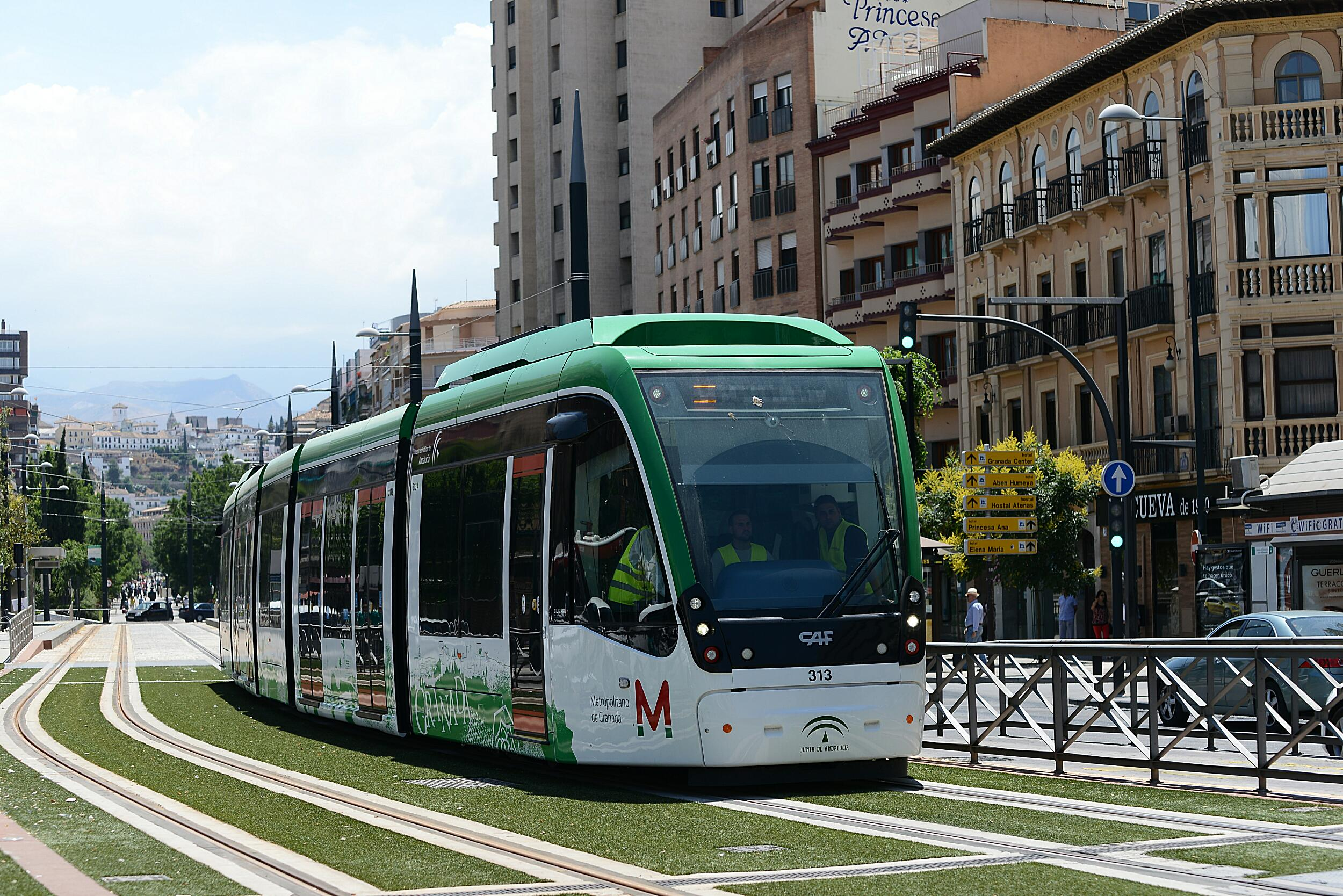 Las pruebas del Metro de Granada se mantienen en más de 14.000 kilómetros recorridos y bajan las incidencias un 27%