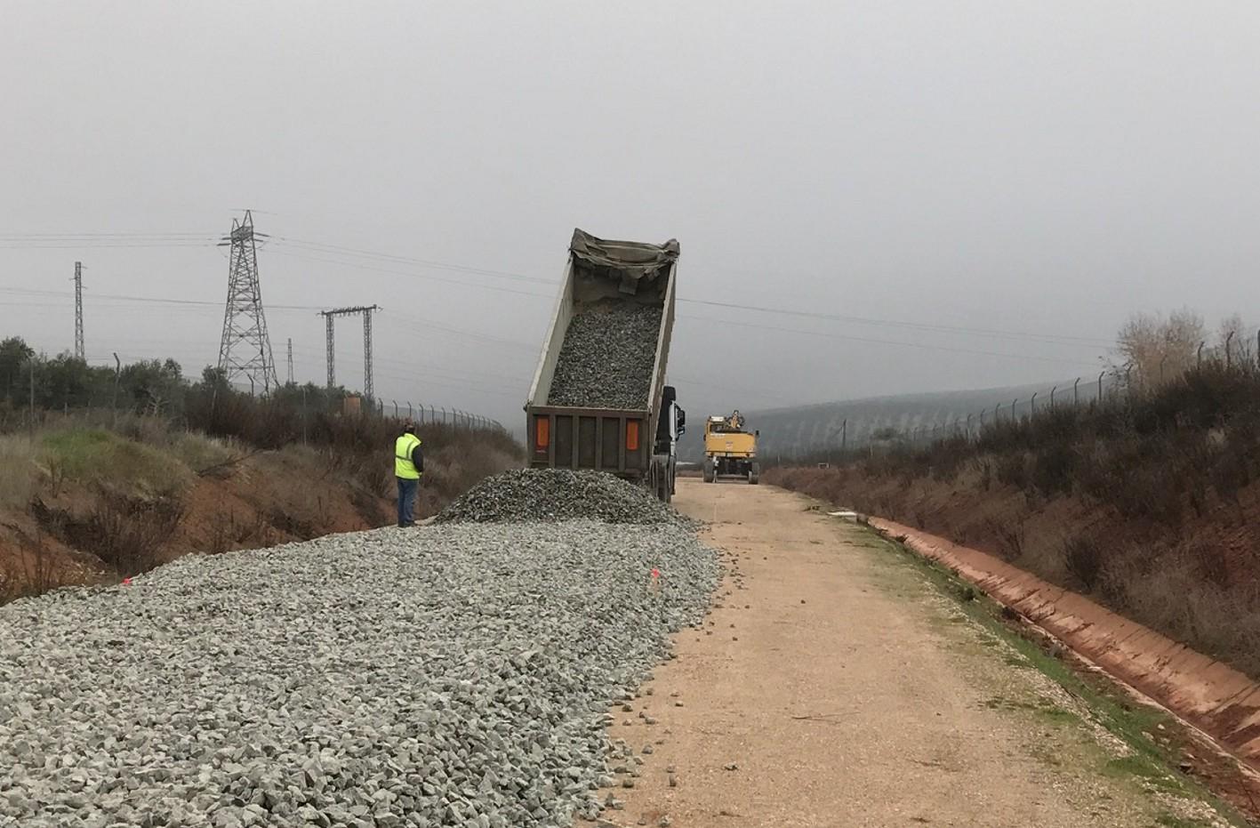 Extendido de balasto en el trazado de la conexión Vadollano - Linares.
