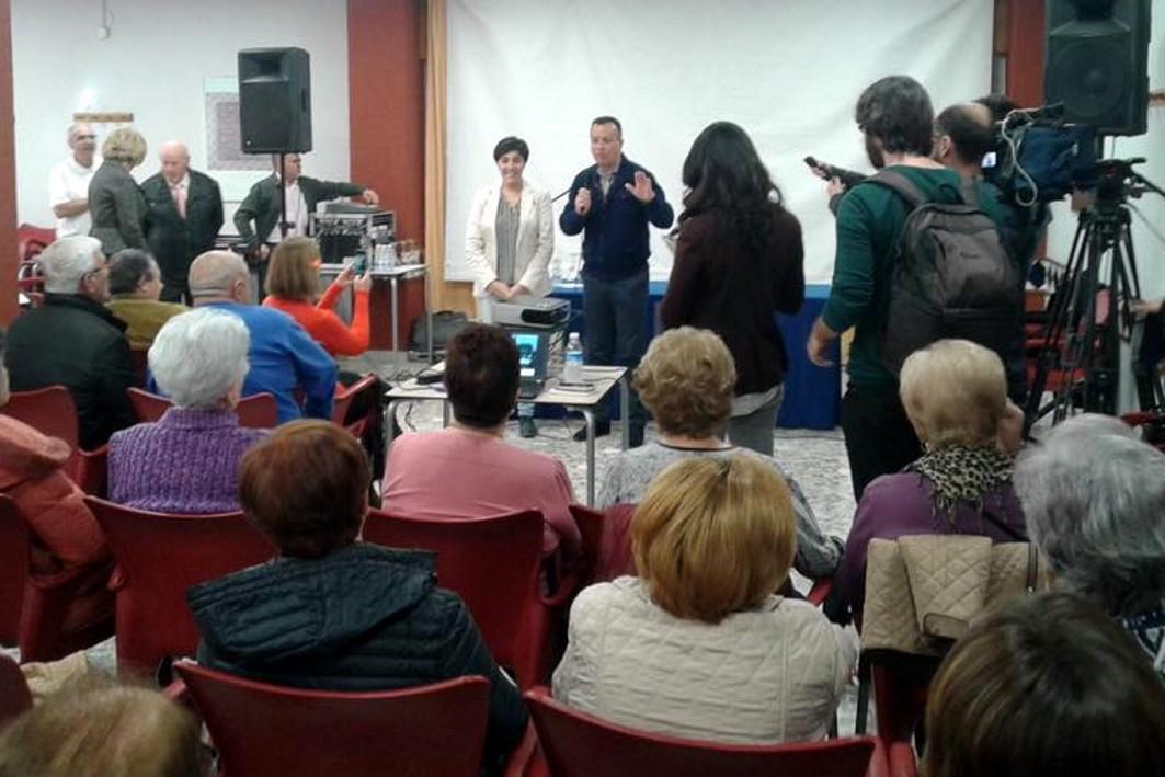 Las personas mayores se han interesado por la explotación del Metropolitano de Granada.