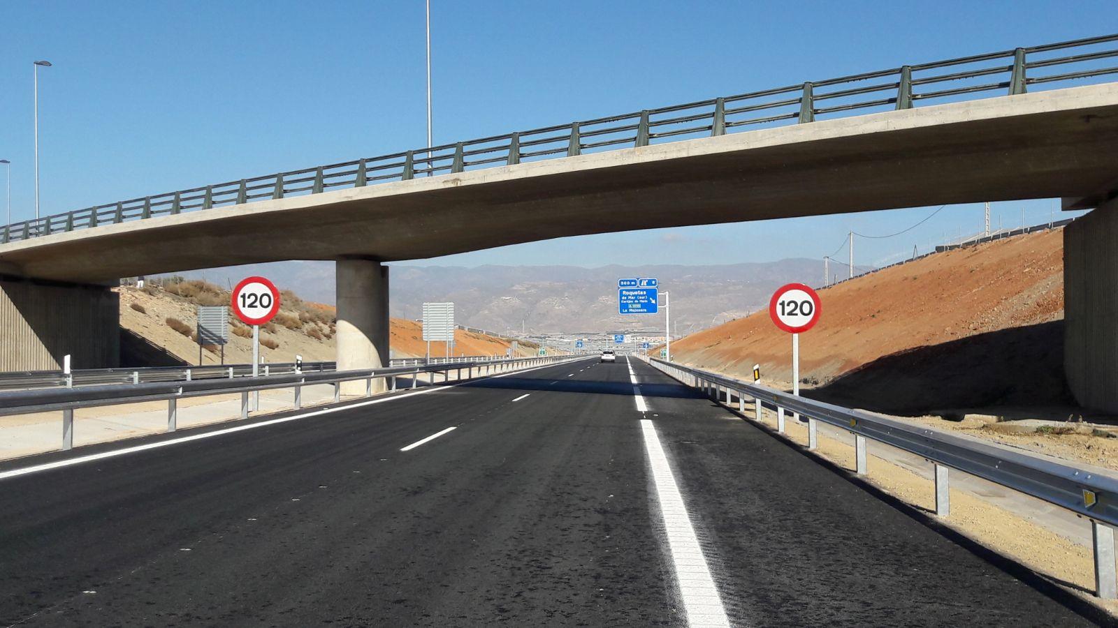 Los nuevos accesos a Roquetas y Vicar, que incluyen la variante, han supuesto más de 58 millones de inversión.