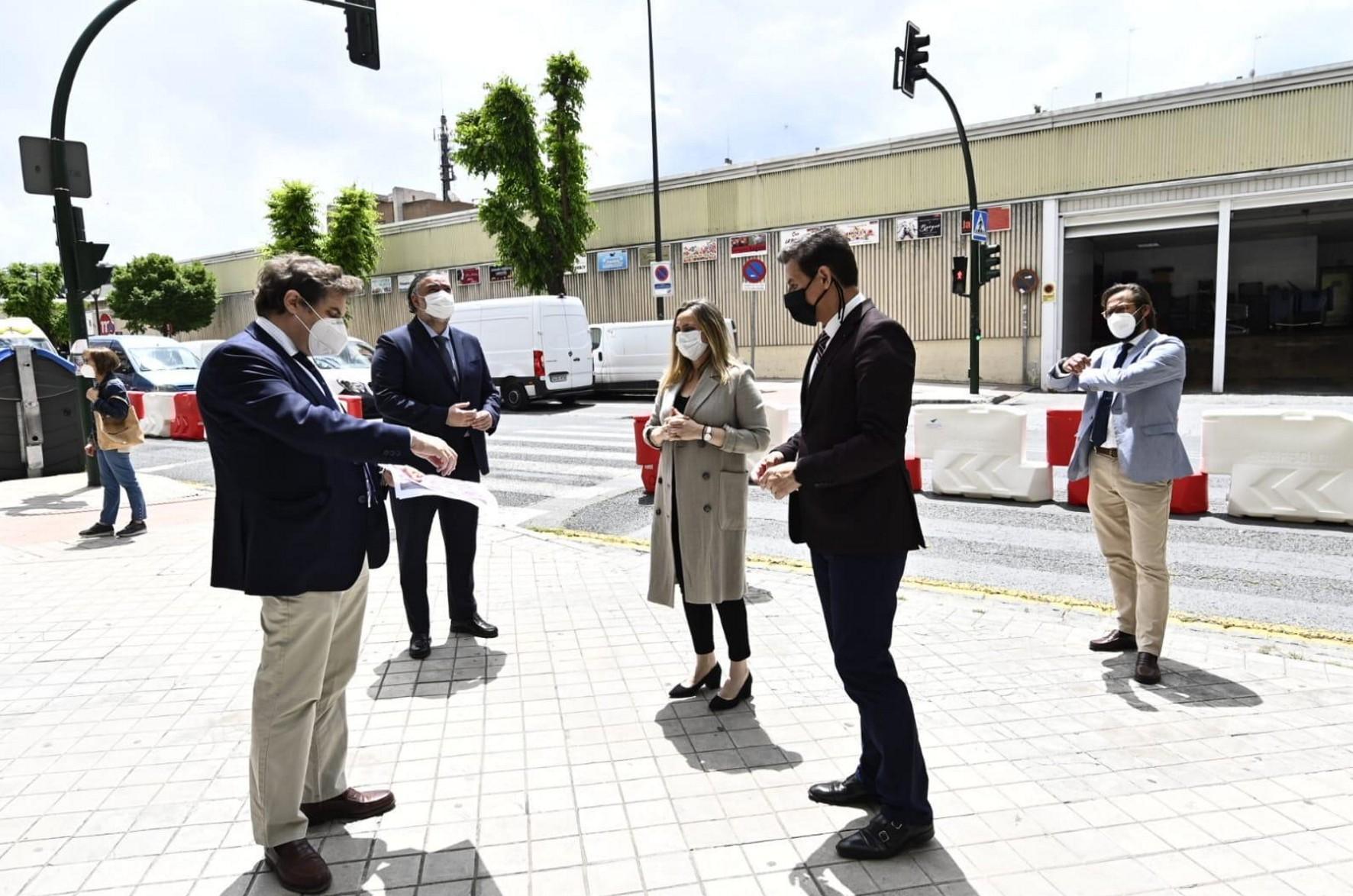 la consejera ha visitado la zona donde se han iniciado las obras de la calle Palencia.