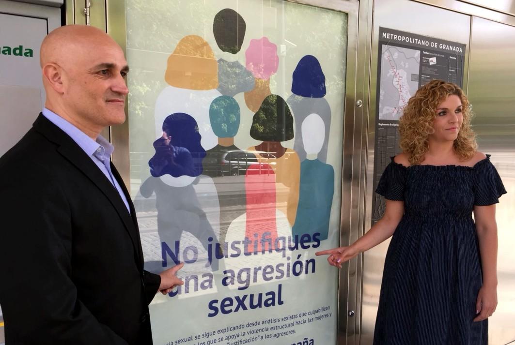 El delegado territorial de Fomento en Granada junto a la coordinadora del IAM.