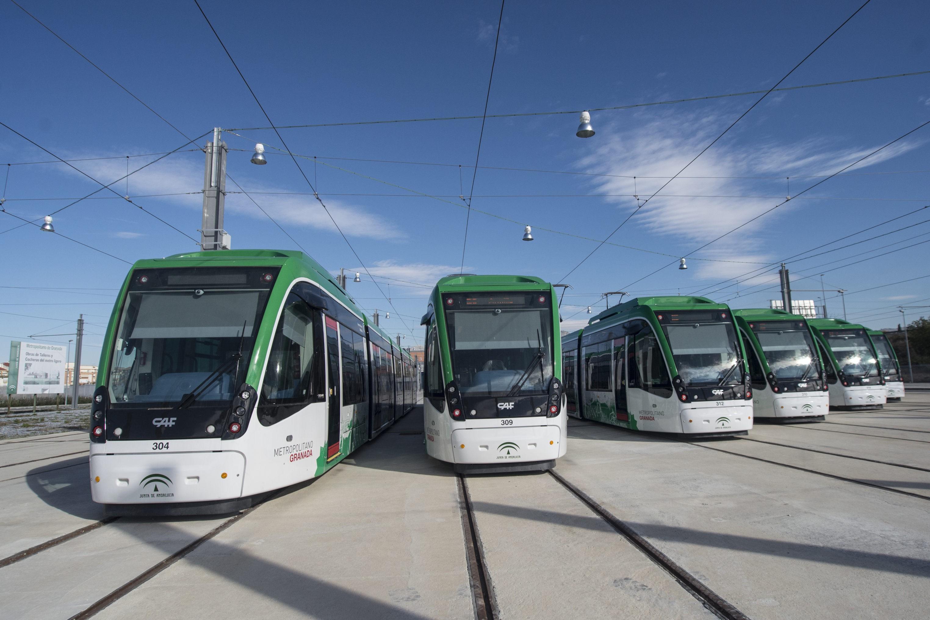 La flota de trenes ligeros est� compuesta por 15 unidades.