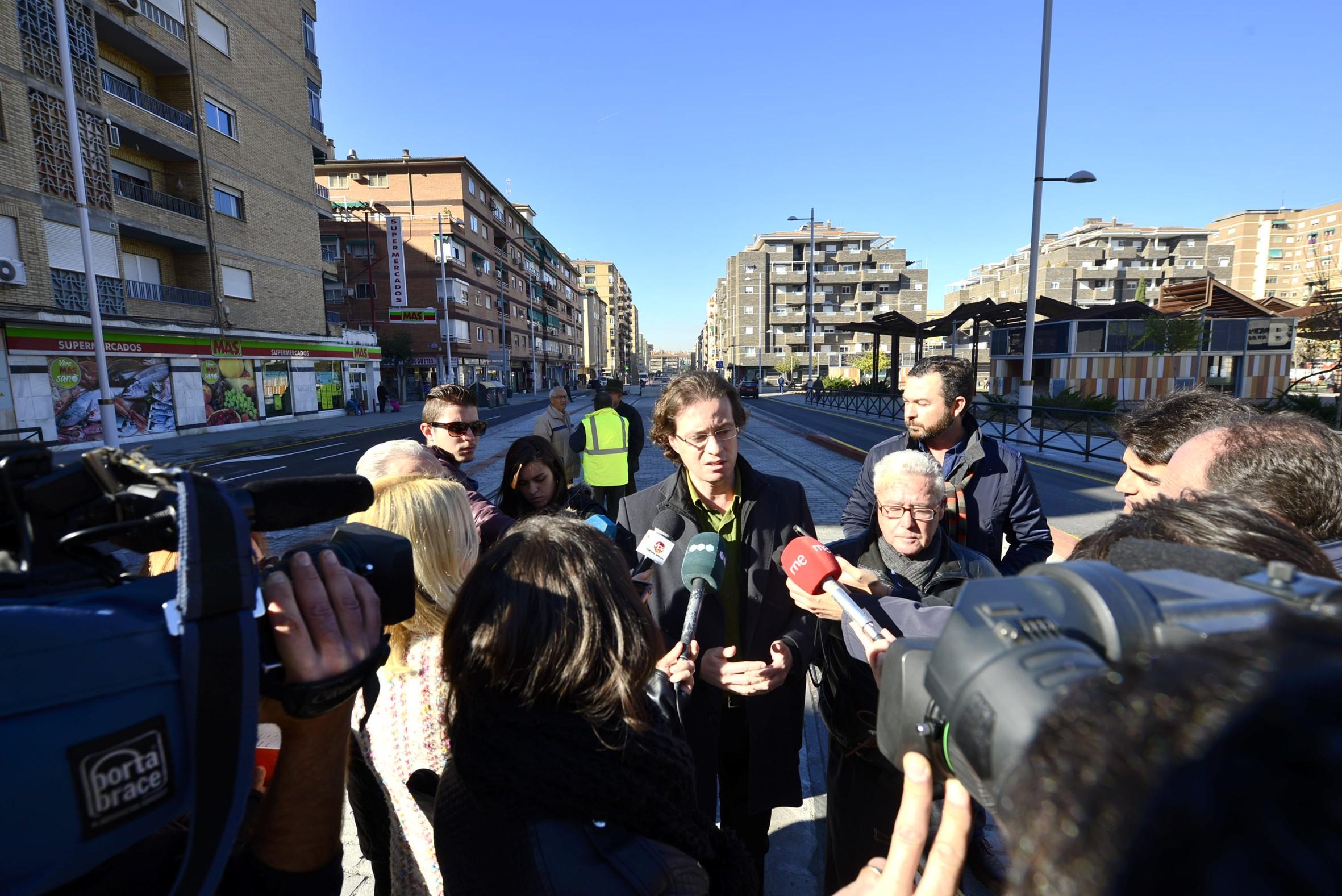 Metro de Granada finaliza la urbanizaci�n de Andr�s Segovia y despeja la zona para la campa�a navide�a
