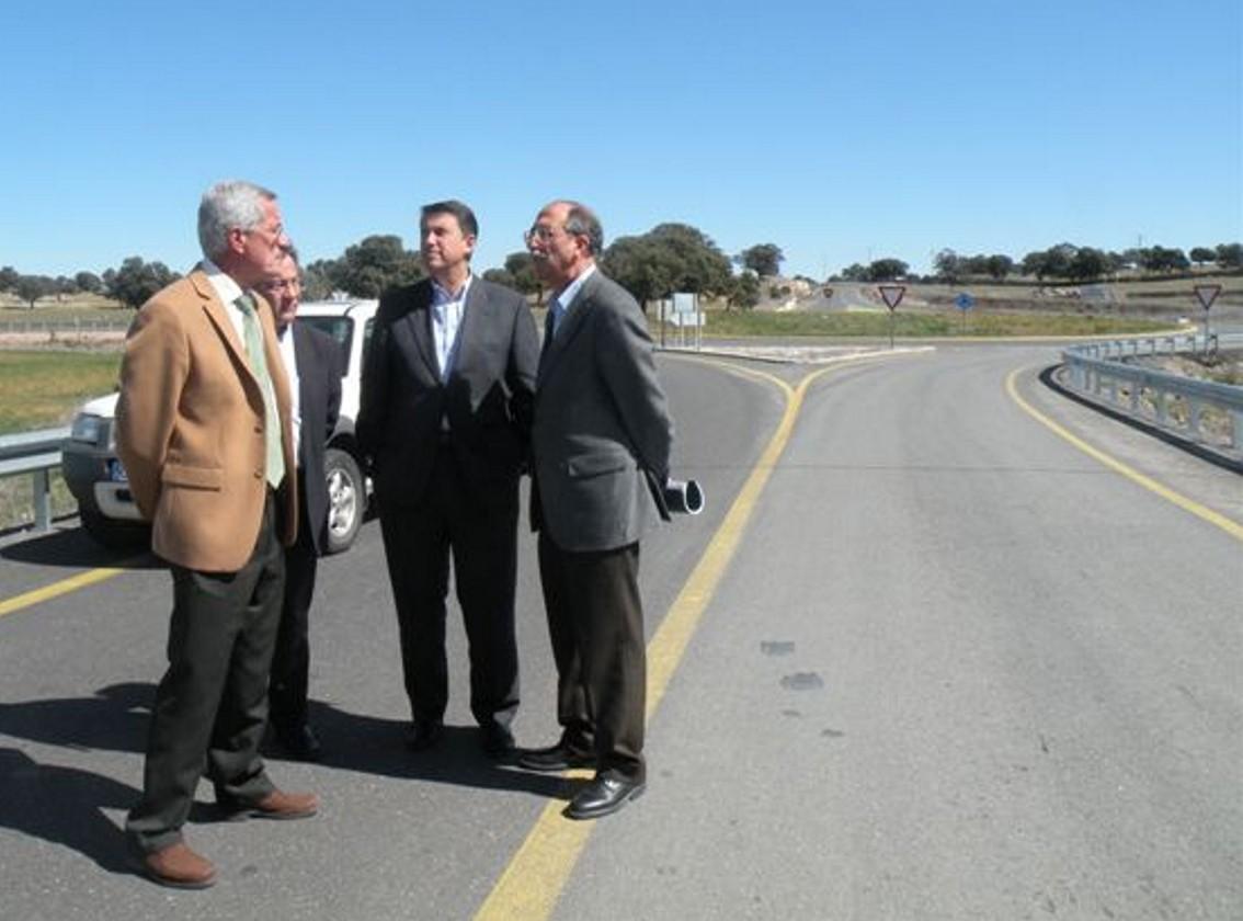 Los responsables autonómicos se entrevistan con los alcaldes de Pozoblanco y Villanueva de Córdoba.