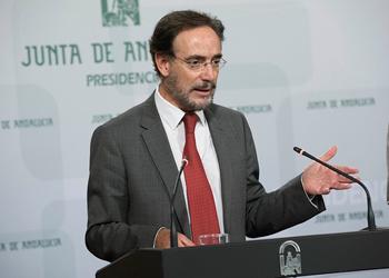 El consejero de Fomento comparece ante al prensa tras la reuni�n del consejo de Gobierno.