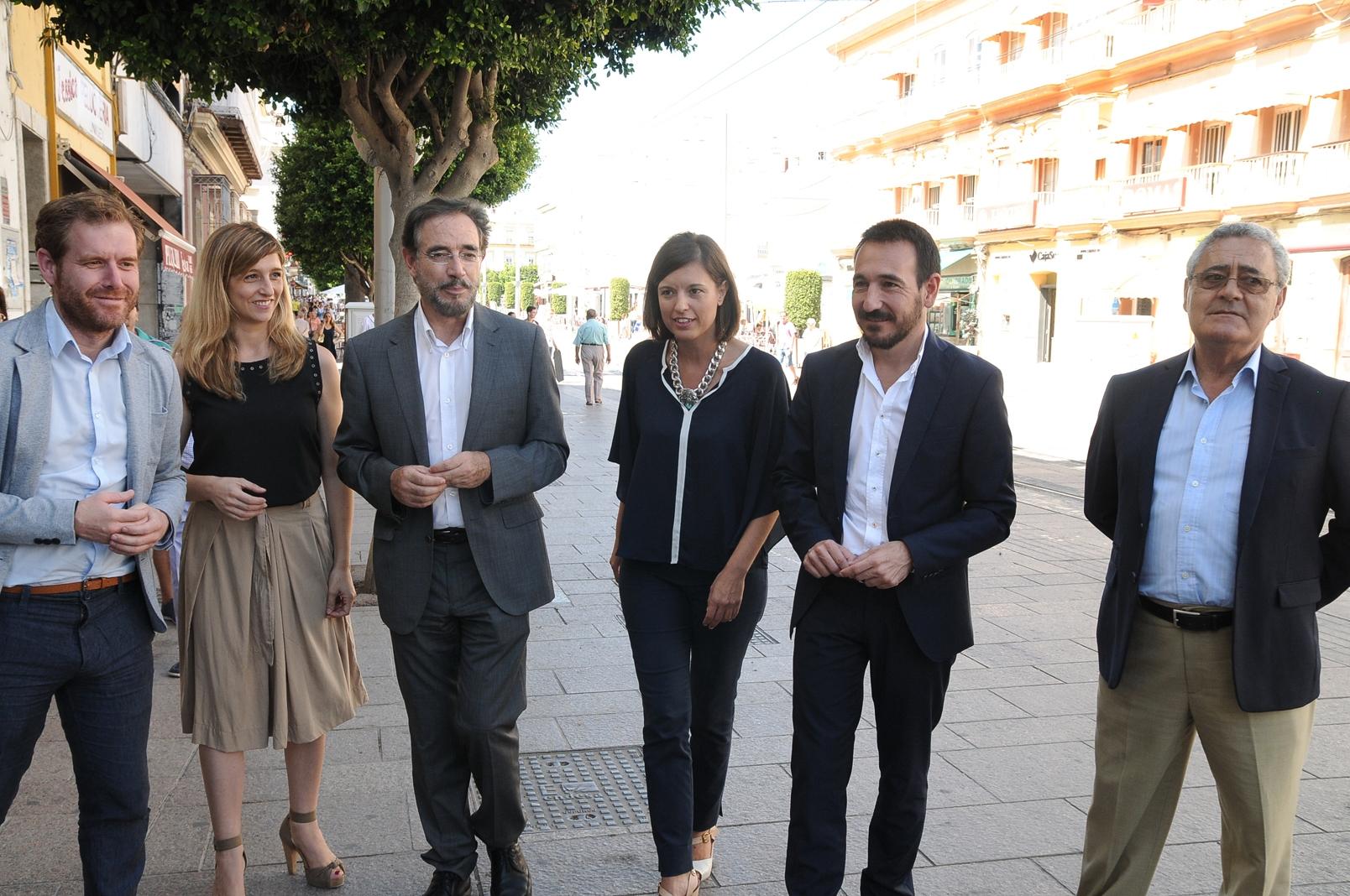 Imagen del consejero y de la alcaldesa de San Fernando junto a otras autoridades.
