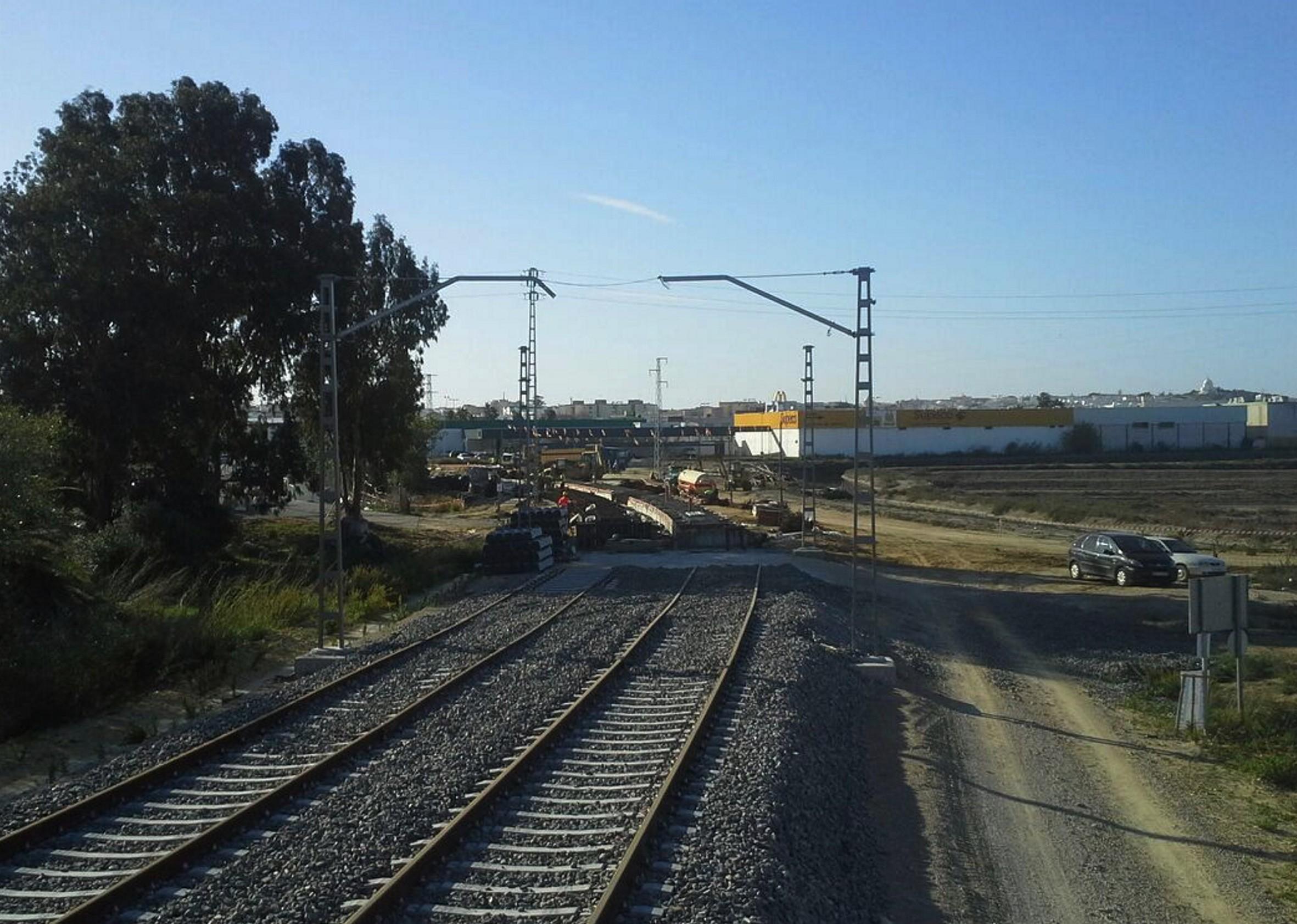 La Junta ya ha instalado el 60% de las v�as en el trazado urbano del tren tranv�a a su paso por Chiclana