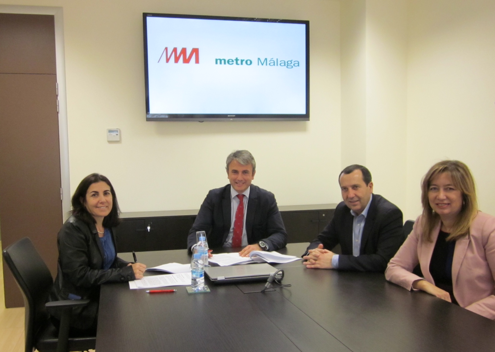 Imagen de la firma del convenio suscrito por Metro de M�laga y Telef�nica Movistar.