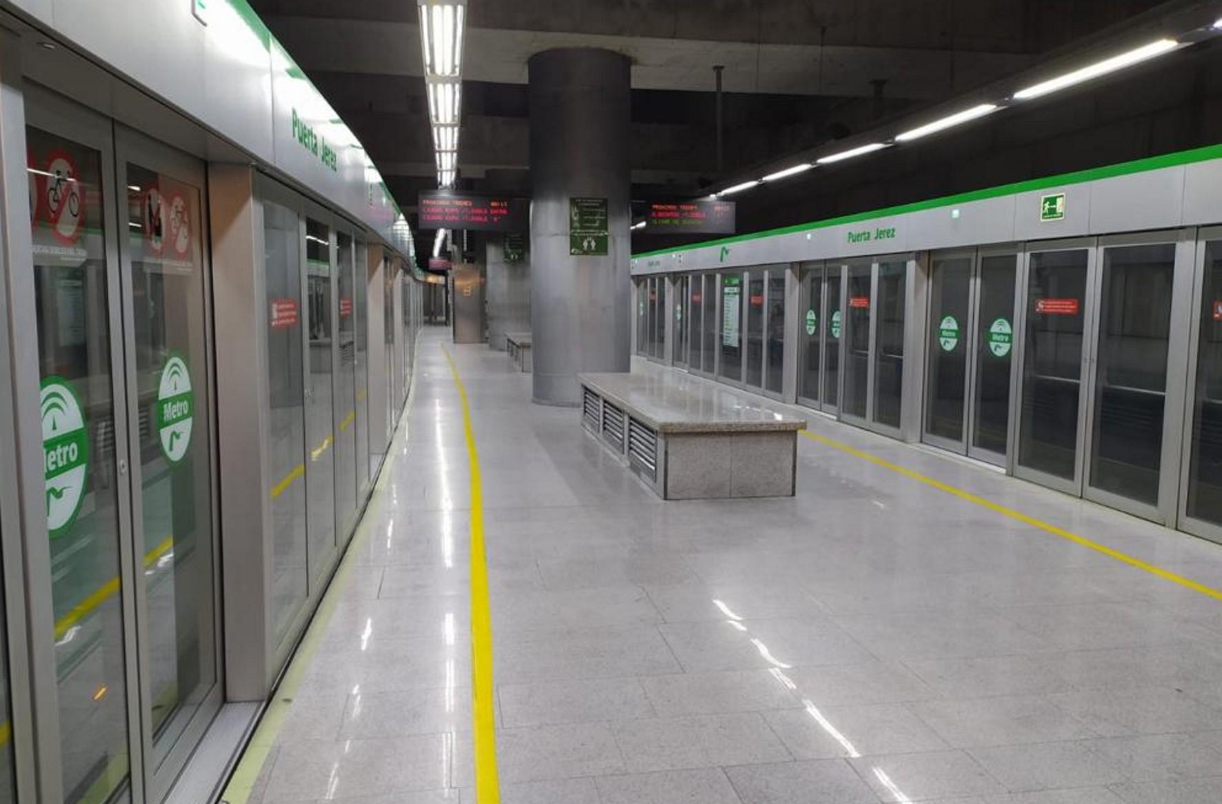Vista de una estación del metro de Sevilla en pleno estado de alarma.