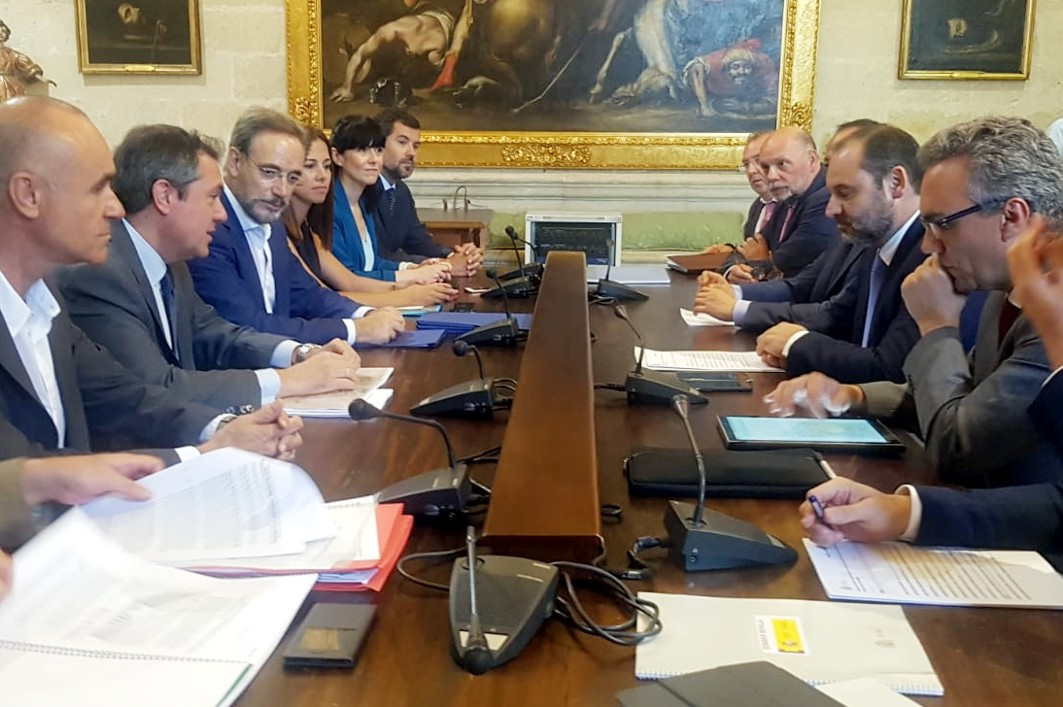 Reunión a tres bandos del Ministerio de Fomento, Junta de Andalucía y Ayuntamiento de Sevilla.