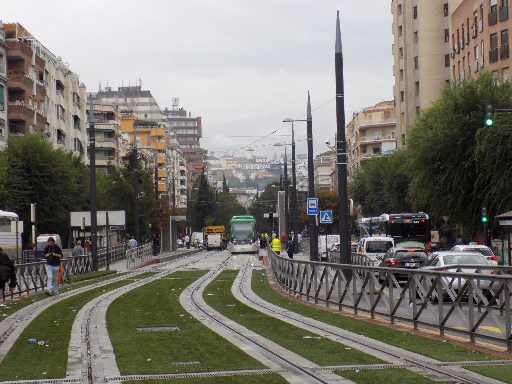 Unidad del Metropolitano de Granada en pruebas por el trazado de la capital.