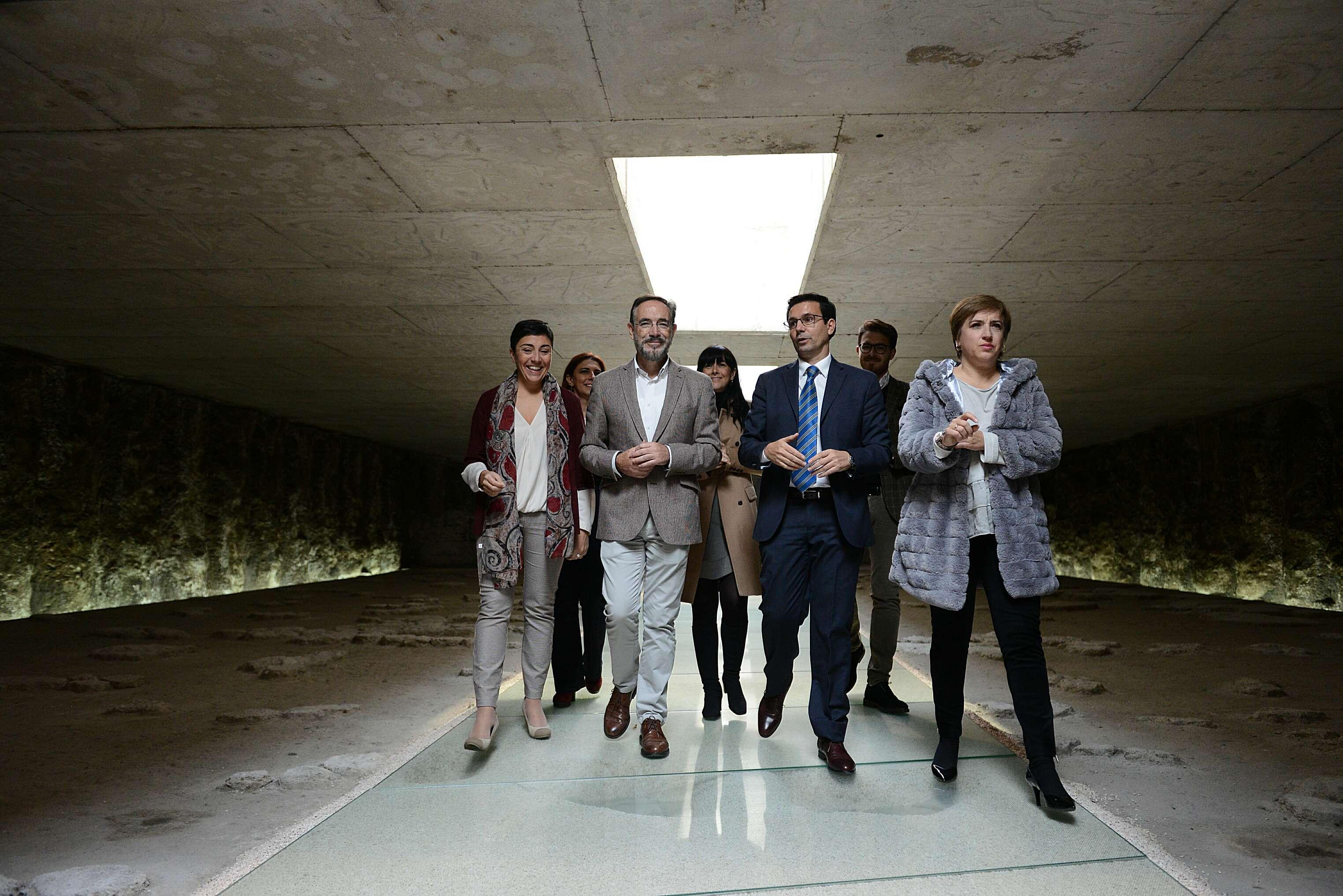 El consejero de Fomento estuvo acompañado del alcalde de Granada y de la Delegada del Gobierno en el acto de apertura del Albercón.