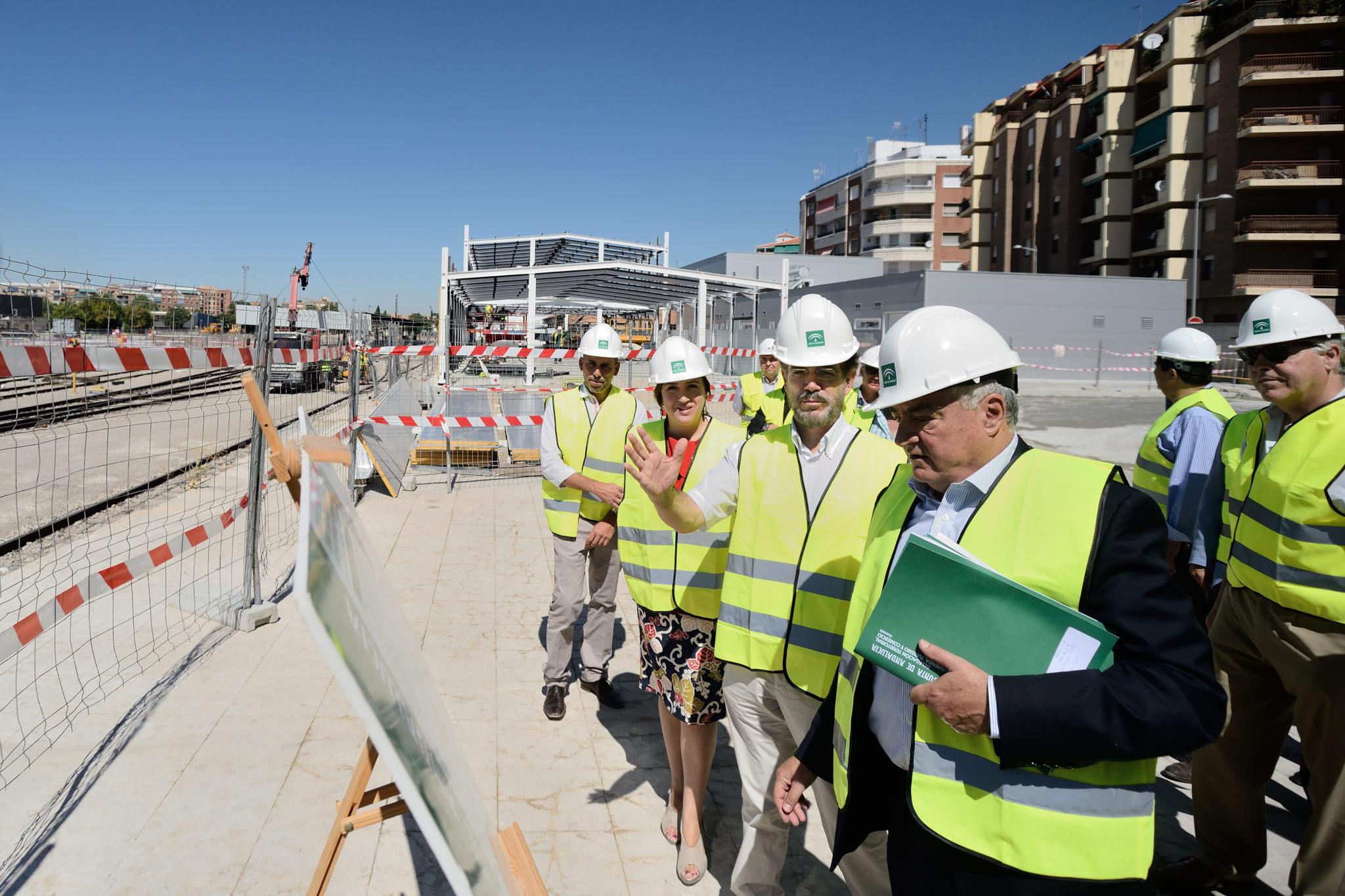 El consejero en su visita a las obras ha confirmado que el grueso de la obra civil estar� concluido en diciembre 2015