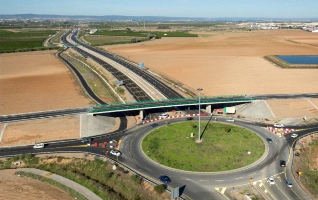 En la foto, la glorieta que se va a demoler para mejorar el enlace del acceso norte a Sevilla.