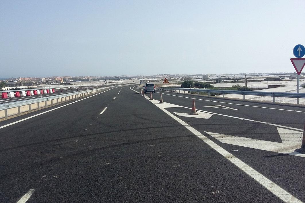 La Junta ha puesto en servicio la variante de Roquetas de Mar hasta el centro comercial Gran Plaza