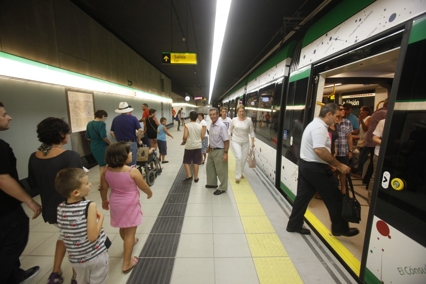 Usuarios de metro de M�laga.