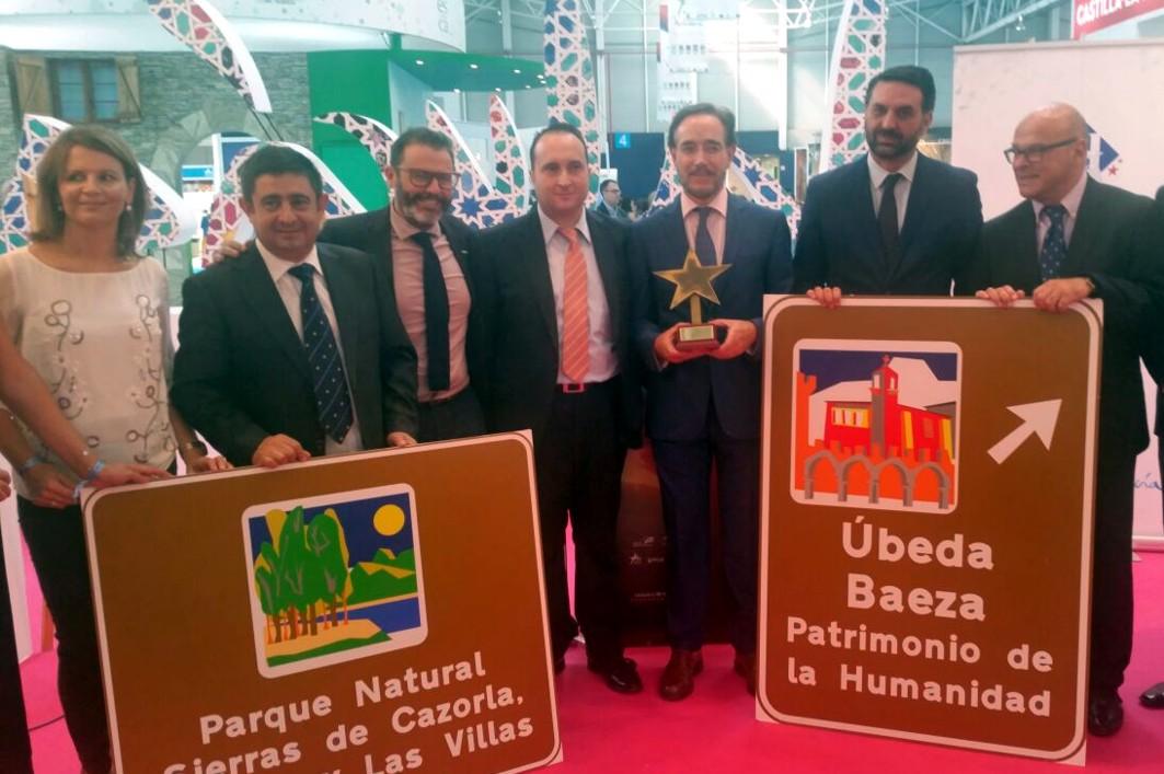 El consejero recoge el premio a la Autov�a del Olivar en Ja�n.