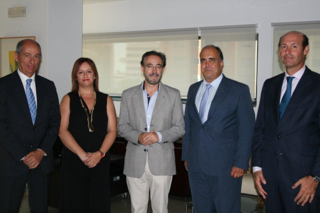 Felipe L�pez se re�ne con Globalvia para abordar el funcionamiento y evoluci�n de los metros de Sevilla y M�laga