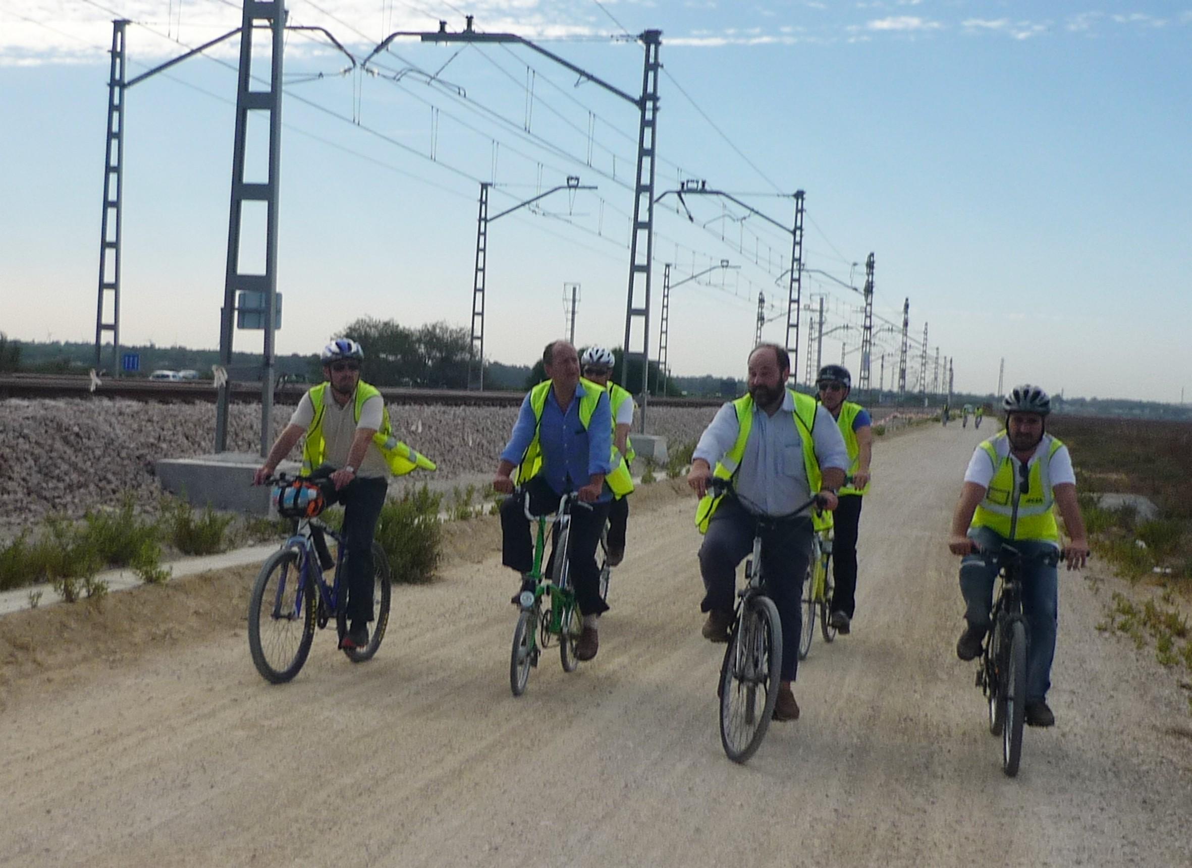La licitaci�n de la v�a ciclista asocialda al ferrocarril metropolitano est� en fase de evaluaci�n de las ofertas.