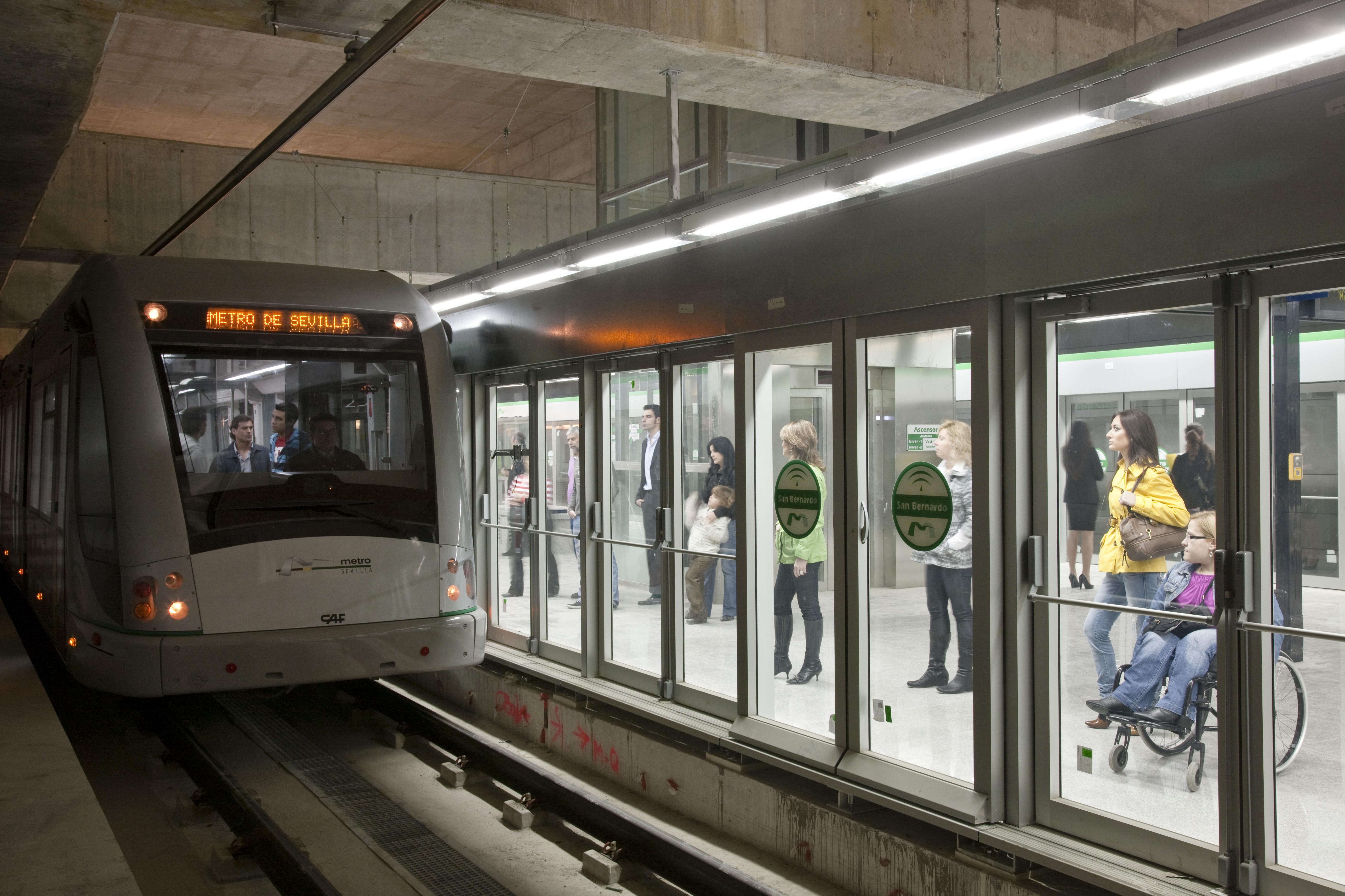 El metro de Sevilla cosechó el pasado año su cifra récord de viajeros, superando los 16 millones de usuarios.