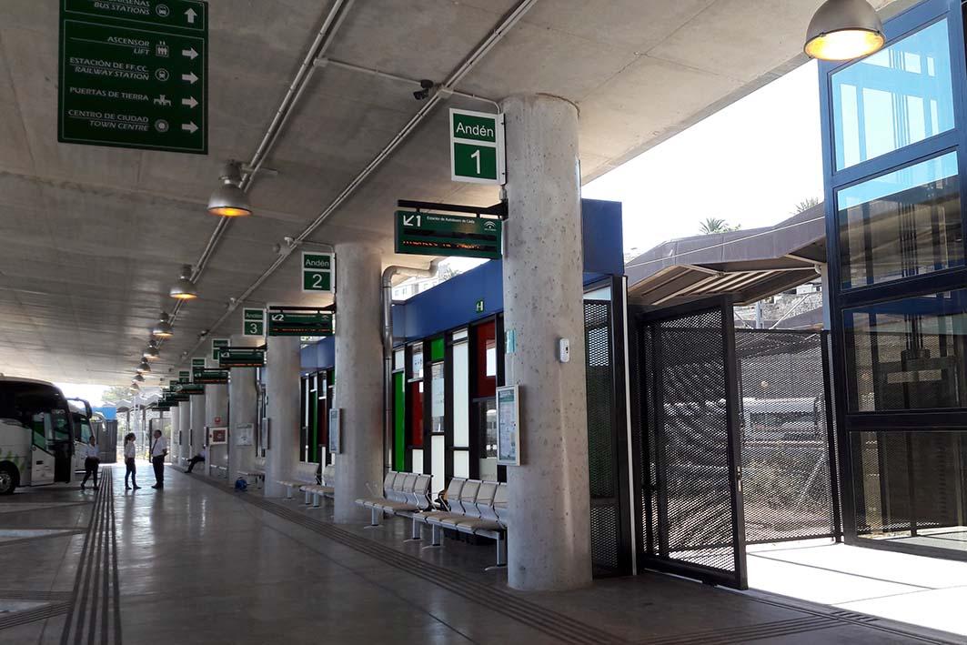 La nueva estación de autobuses de Cádiz se comunica mediante un ascensor con al estación de ferrocarril.