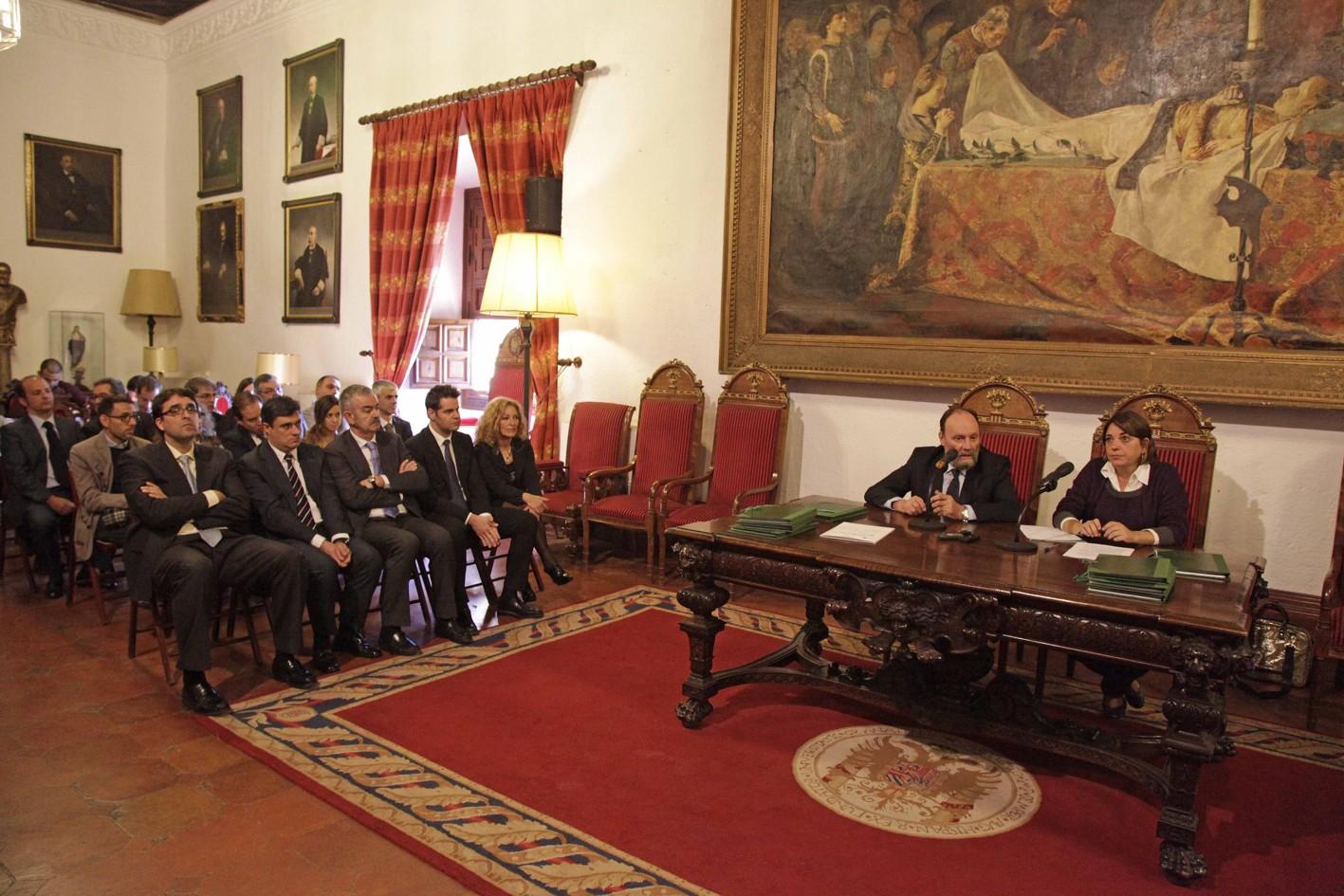 Acto de firma de convenio con la Universidad de Granada.
