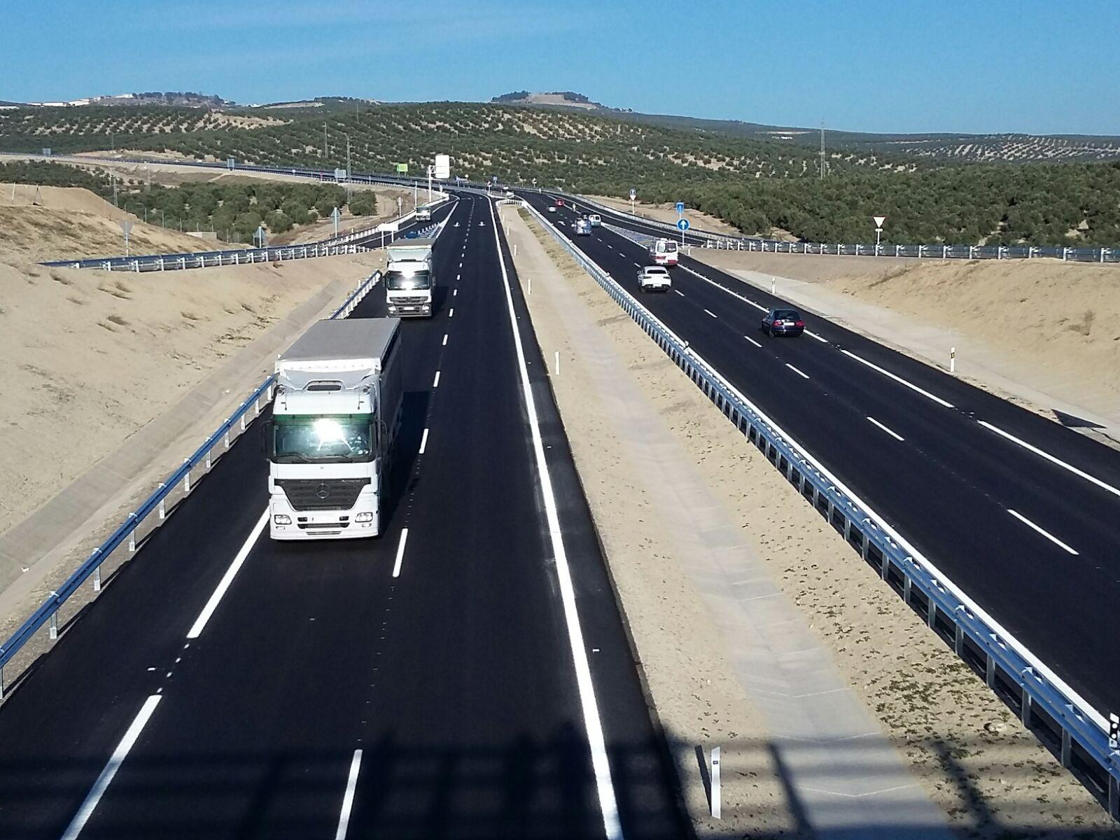 Tramo de la Autov�a del Olivar entre Baeza y Puente del Obispo abierto al tr�fico en 2015.