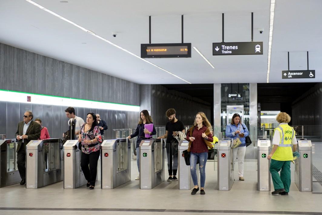 Más de 30.000 viajeros usan el metro de Granada en días laborales.