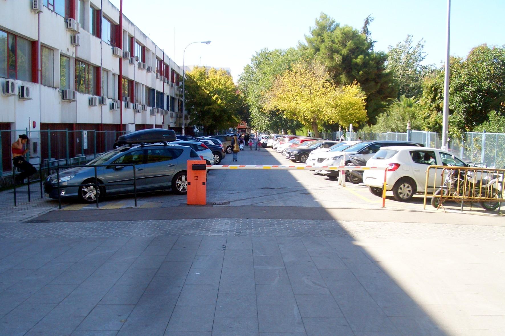 La calle profesor Adolfo Rancaño, en el campus universitario de Granada, se reformará con este proyecto.