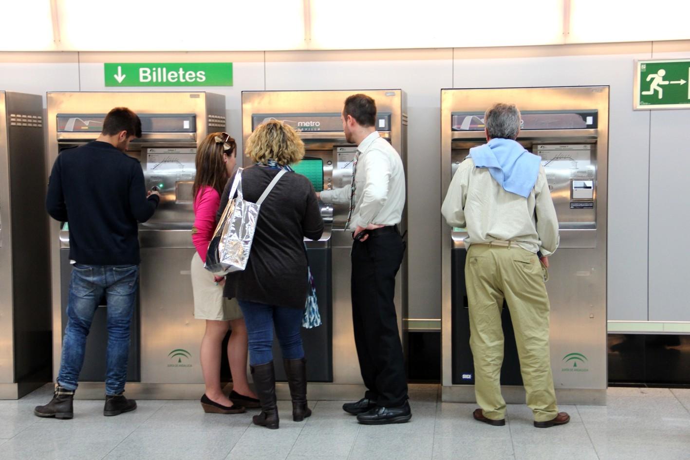 usuarios del metro de Sevilla.