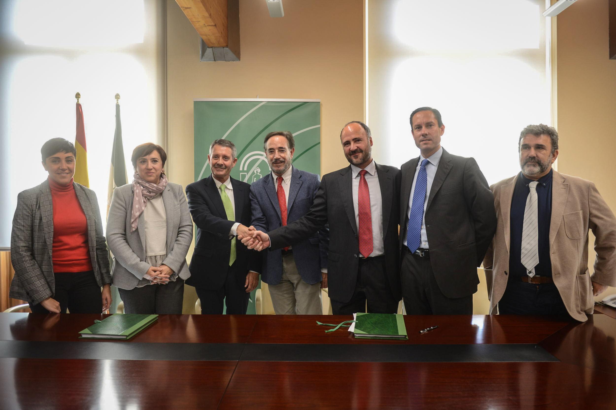 Firma para la operación del metro de Granada.