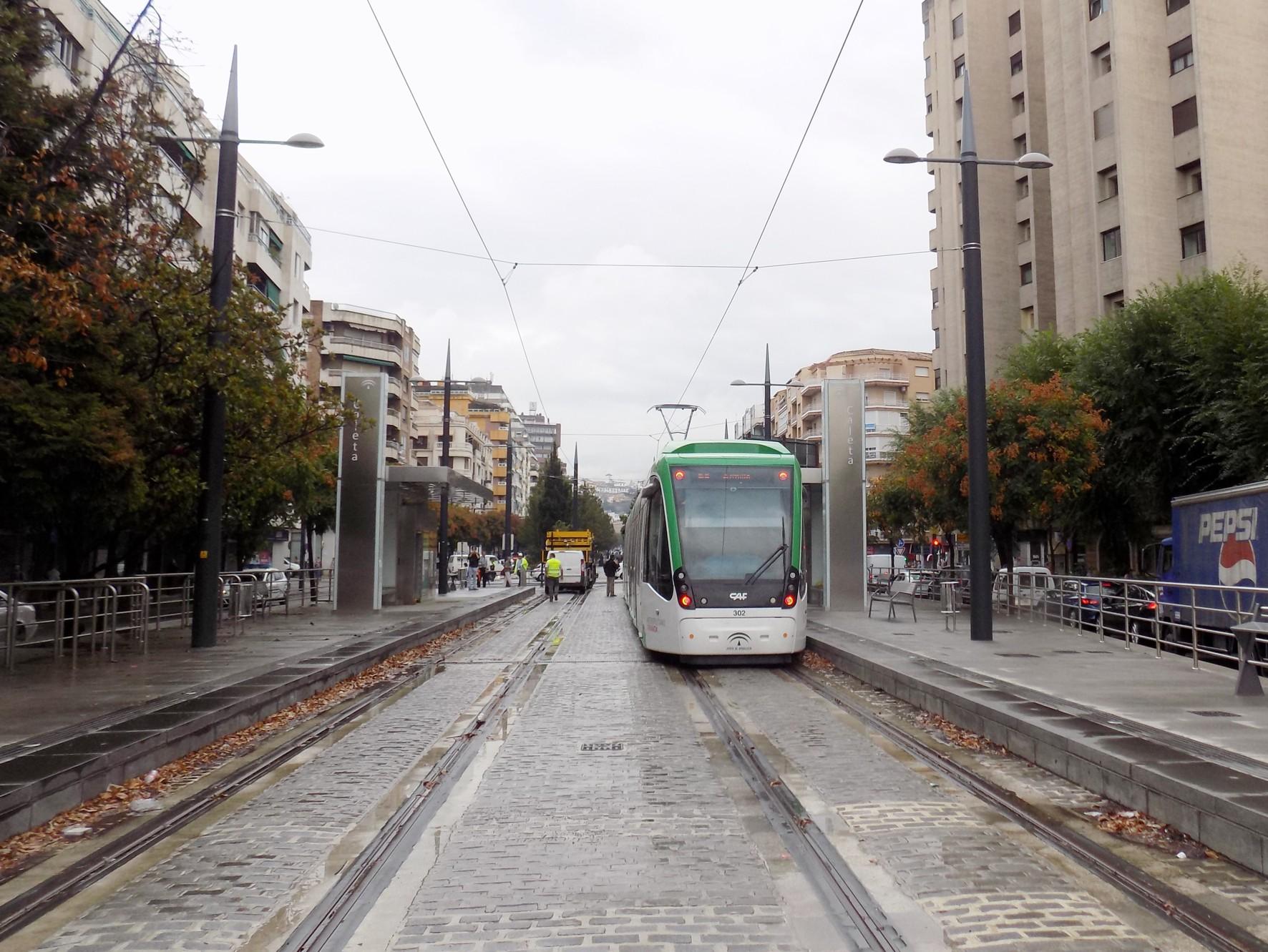 El contrato permitir� las pruebas con trenes de metro de Granada.