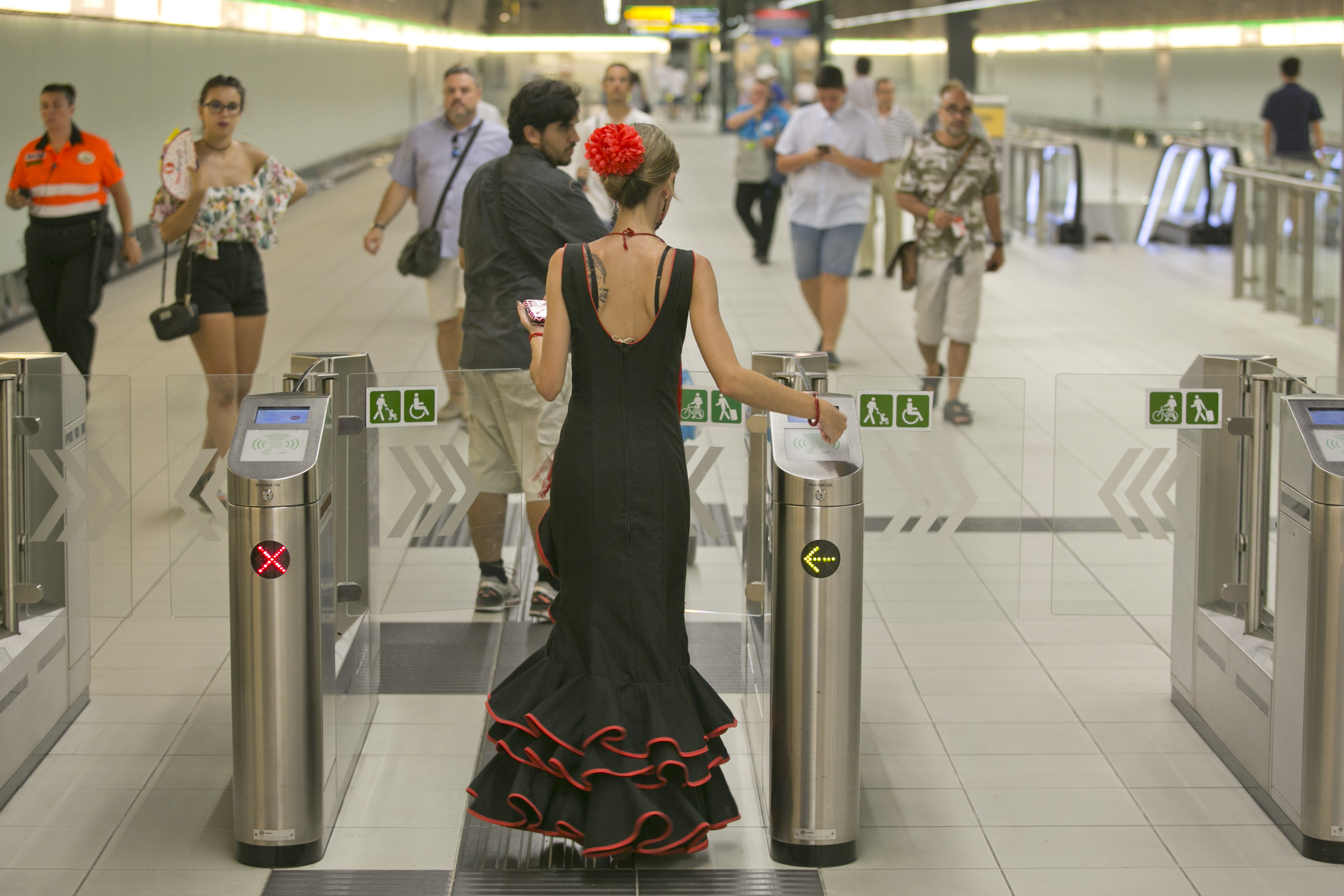 La Estación de El Perchel es también durante la Feria una de las que registra mayor tránsito de usuarios.