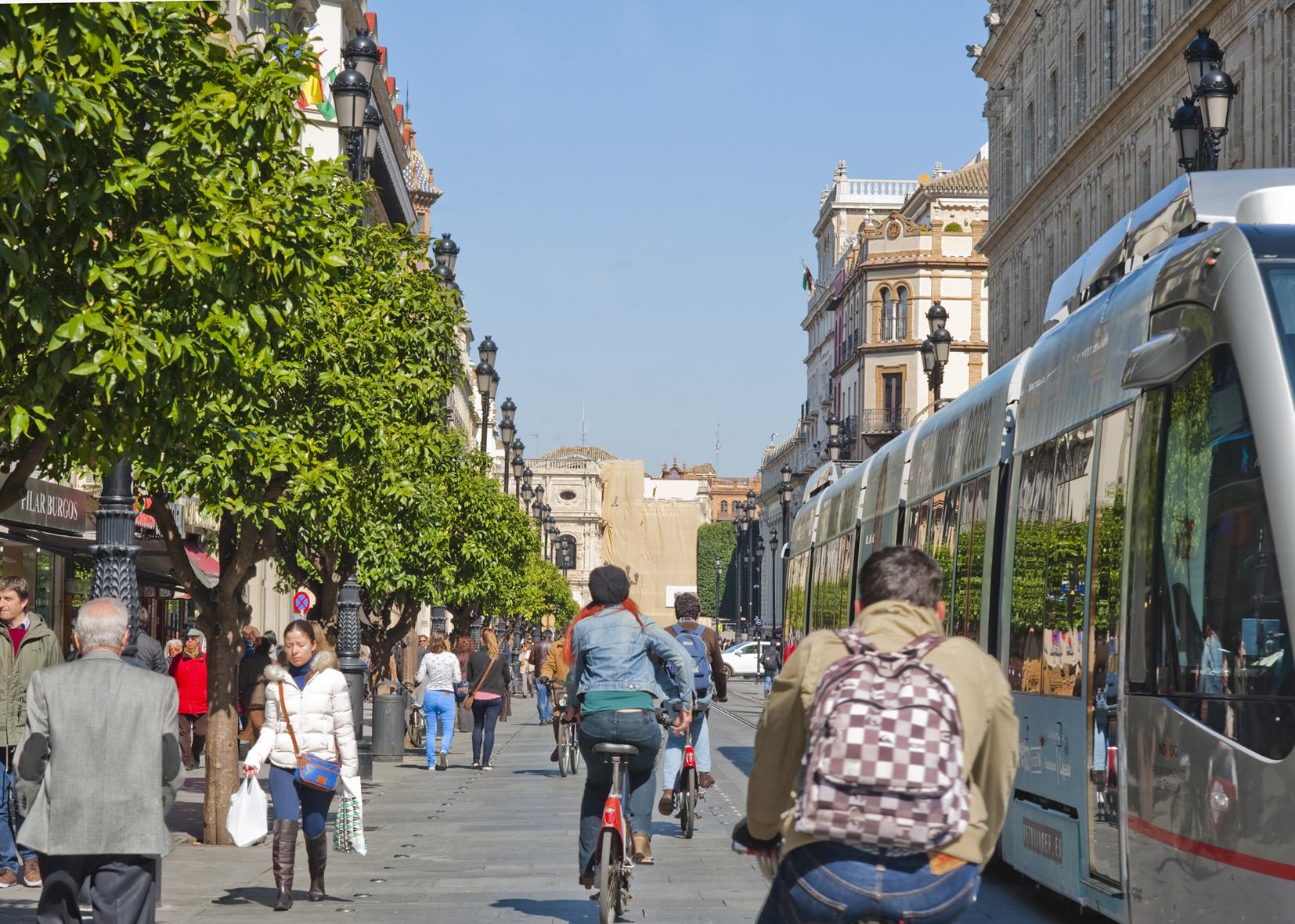 Foto Ciclistas en ciudad