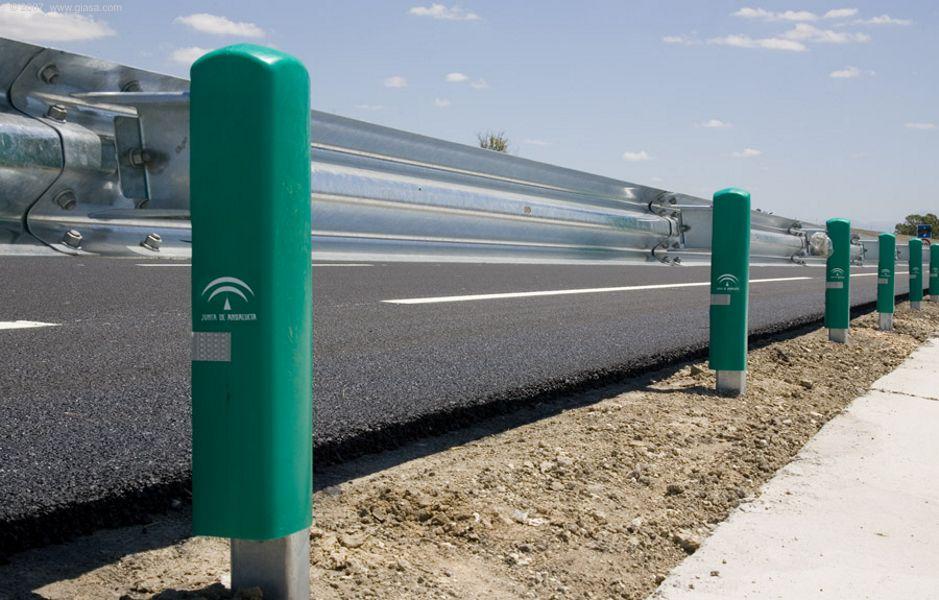 La Junta de Andalucía determinará las curvas más peligrosas para colocar los sistemas de protección.