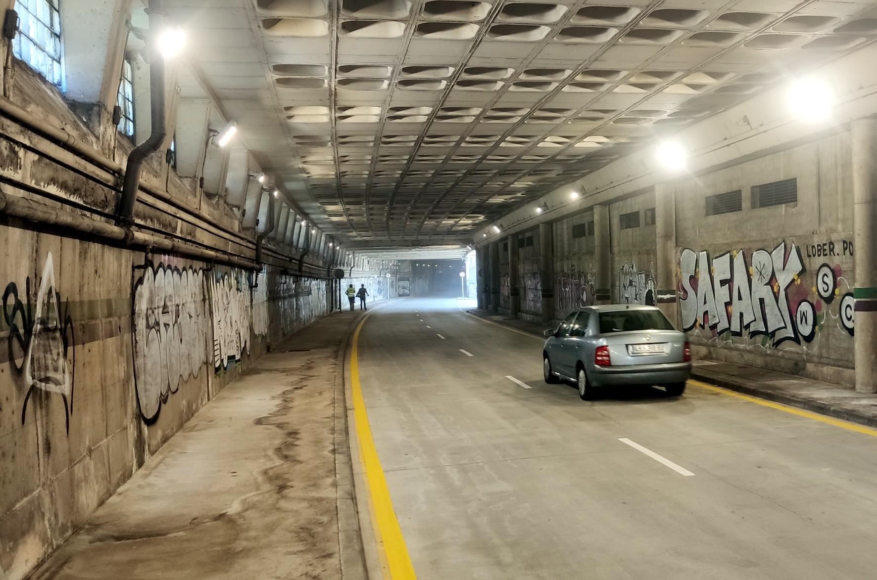 Los vehículos pasan ya por el paso inferior de Guimbarda.