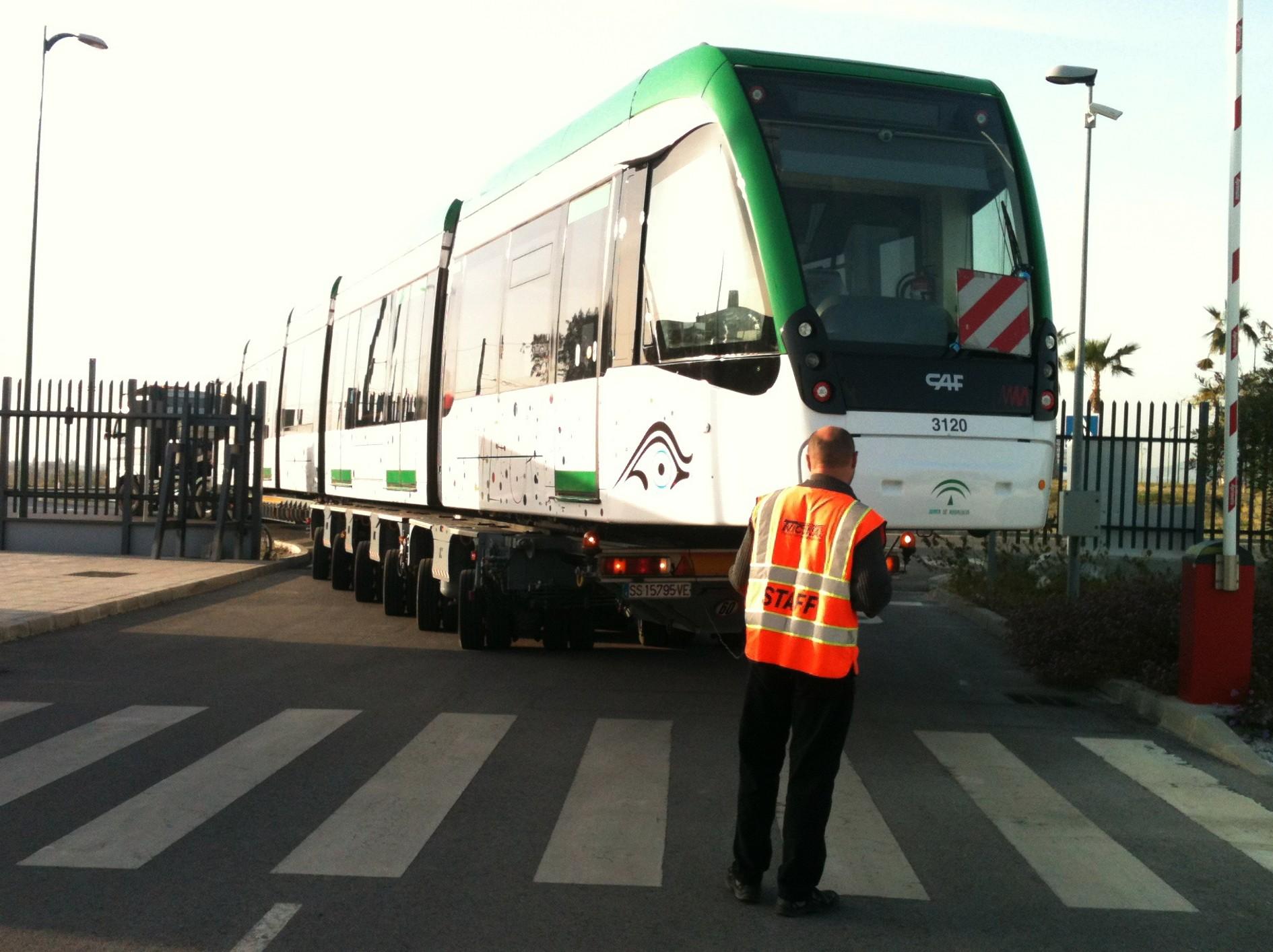 La unidad número 12 llega a las cocheras de metro de Málaga.