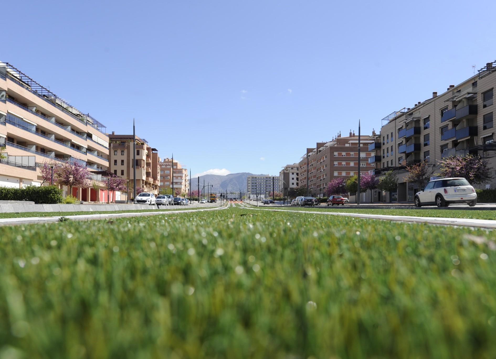 El Metro de Granada acomete una reurbanización integral, de fachada a fachada, mejorando el aspecto urbano del viario público por el que discurre su trazado.