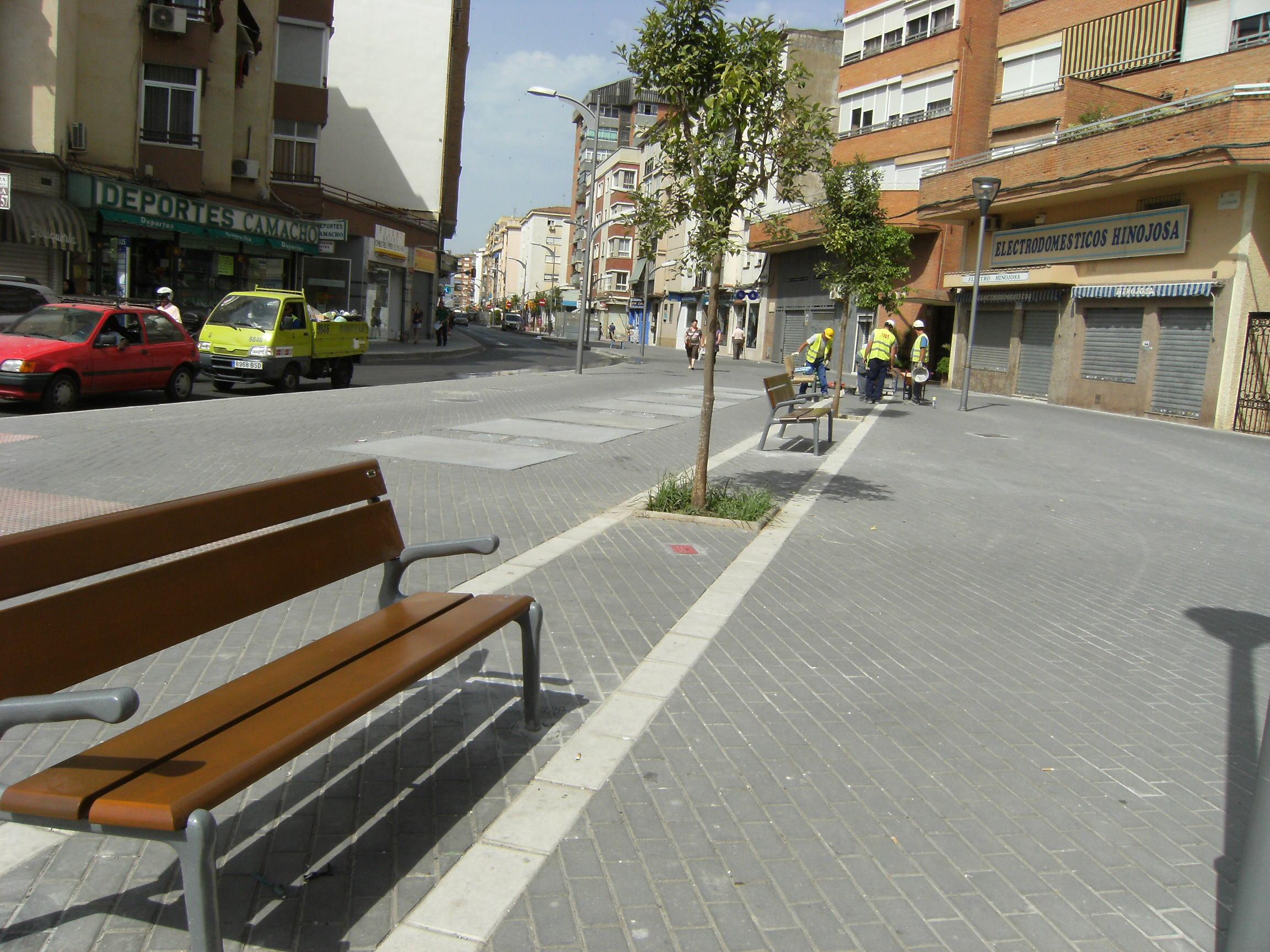 Mobiliario urbano colocado en la Calle La Unión