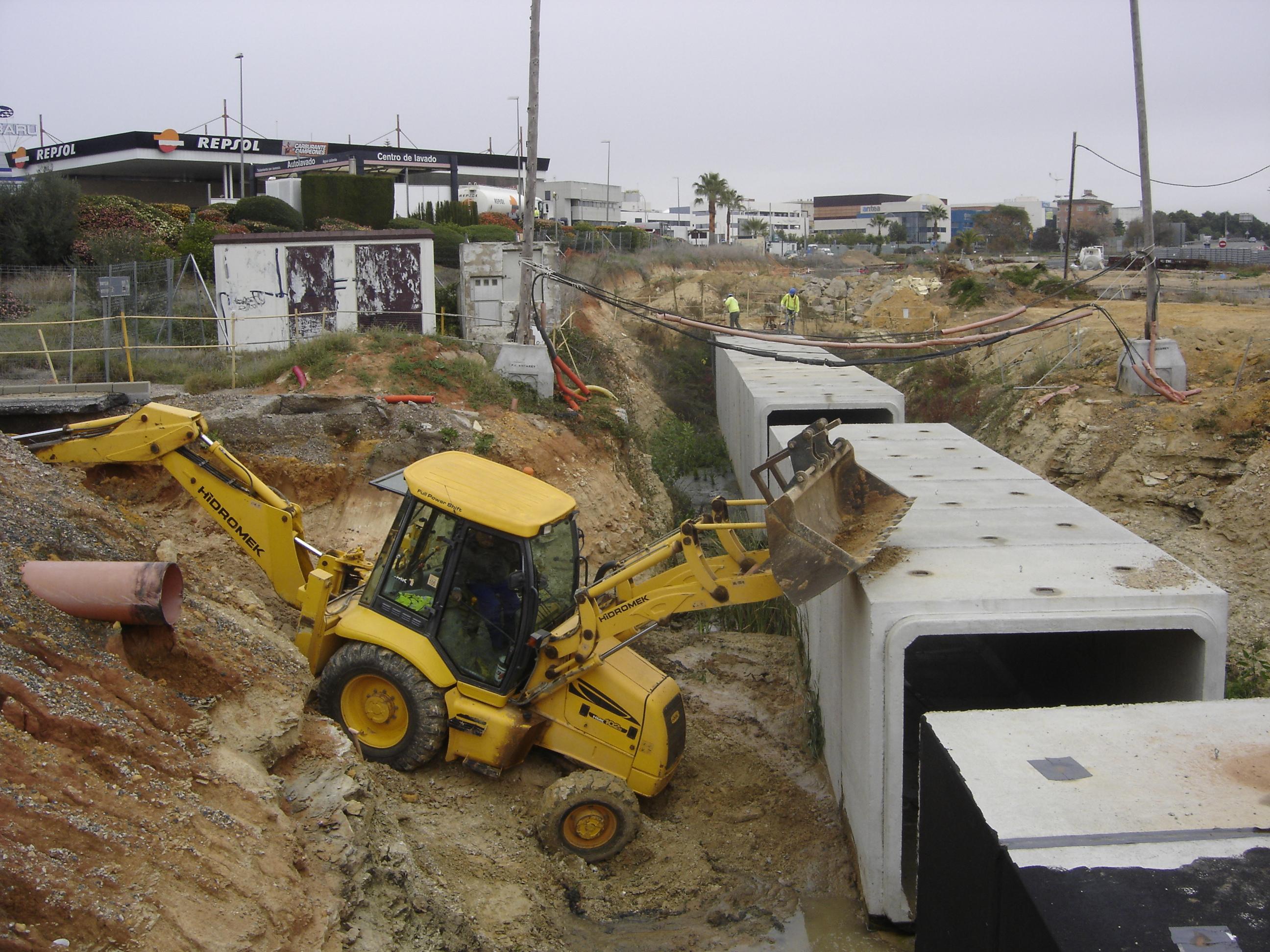 Reanudación de los trabajos de ejecución de los Pasos Inferiores de Mairena del Aljarafe, junto a la Glorieta del Polígono PISA