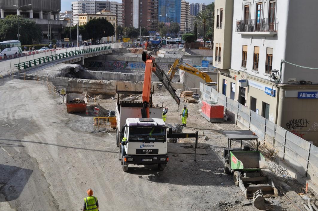 La demolición y posterior restitución del tablero norte del Puente de Tetuán se ultima para ejecutar el túnel bajo el lecho del Río Guadalmedina