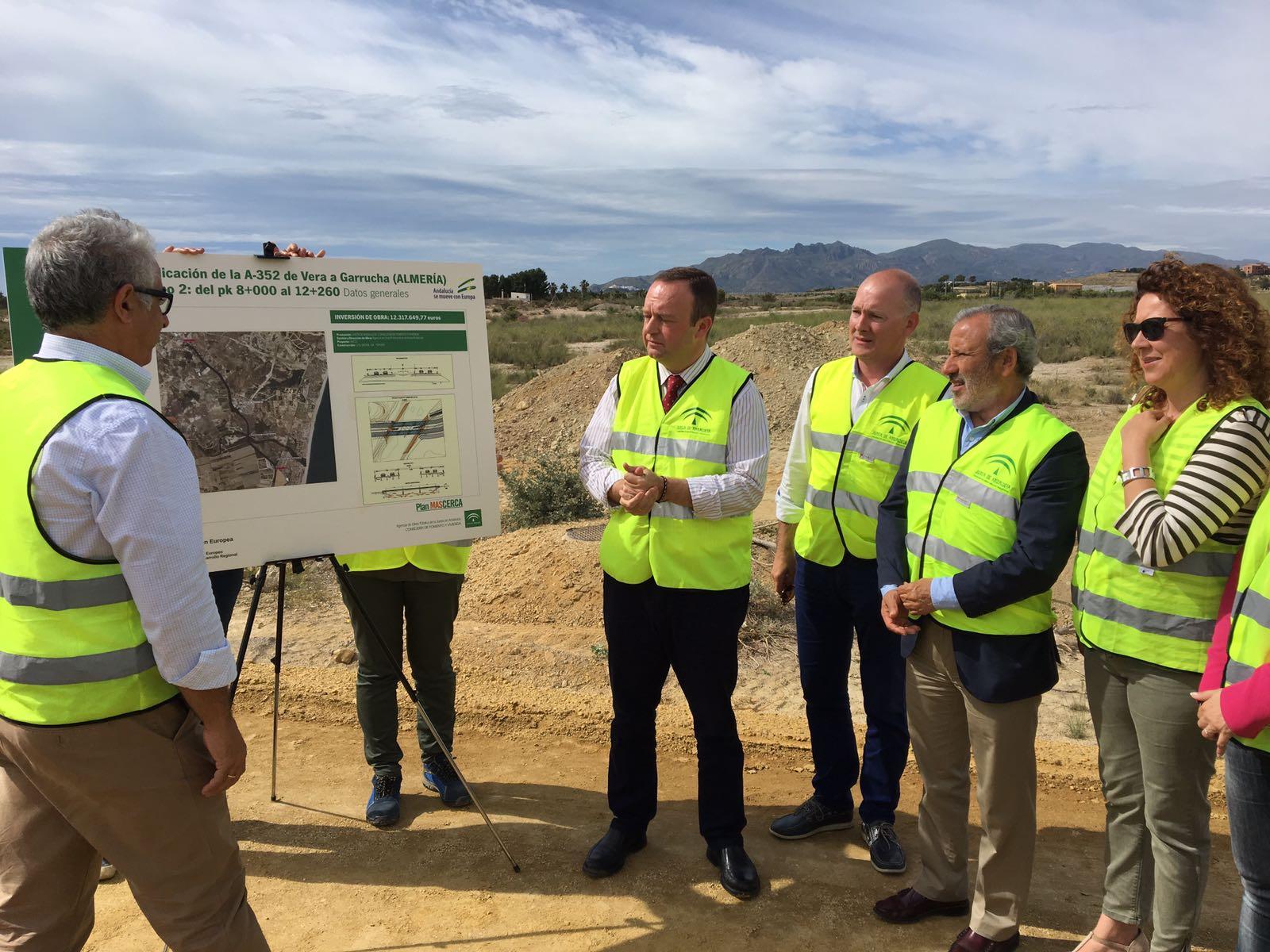 Los alcaldes de Vera y Garrucha han estado prensentes en el visita a las obras.