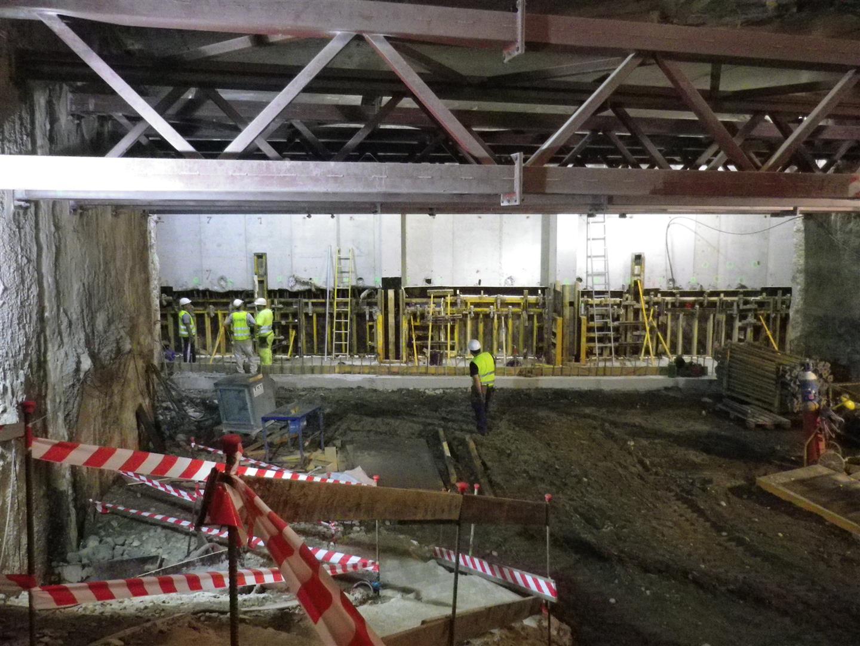 Imagen de los trabajos en el interior del túnel bajo los callejones del Perchel.