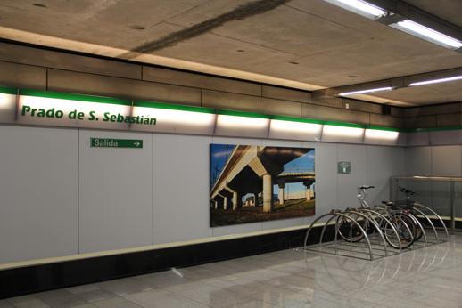 Nuevos bicicleteros instalados en el interior de las estaciones de metro.