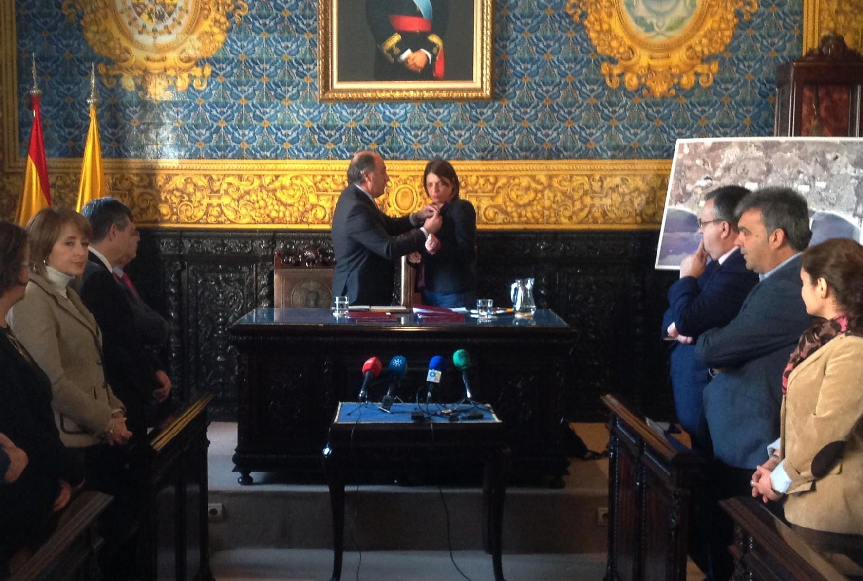 La consejera de Fomento y el alcalde de Algeciras han firmado el acuerdo de colaboración.