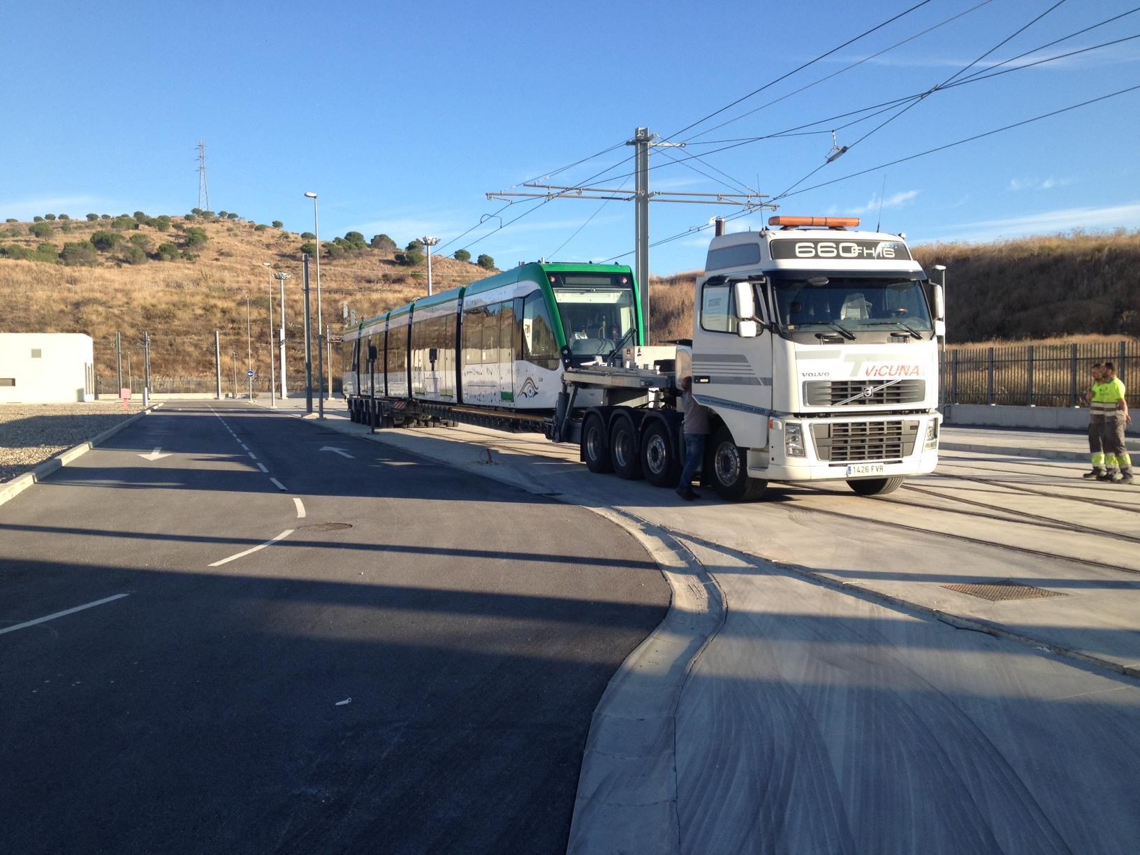 Maniobra de llegada de la décima unidad móvil a Talleres y Cocheras de Metro de Málaga.