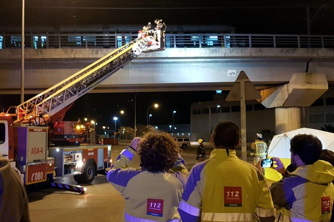 El tren de metro de Sevilla quedó parado en el viaducto sobre la SE-30.